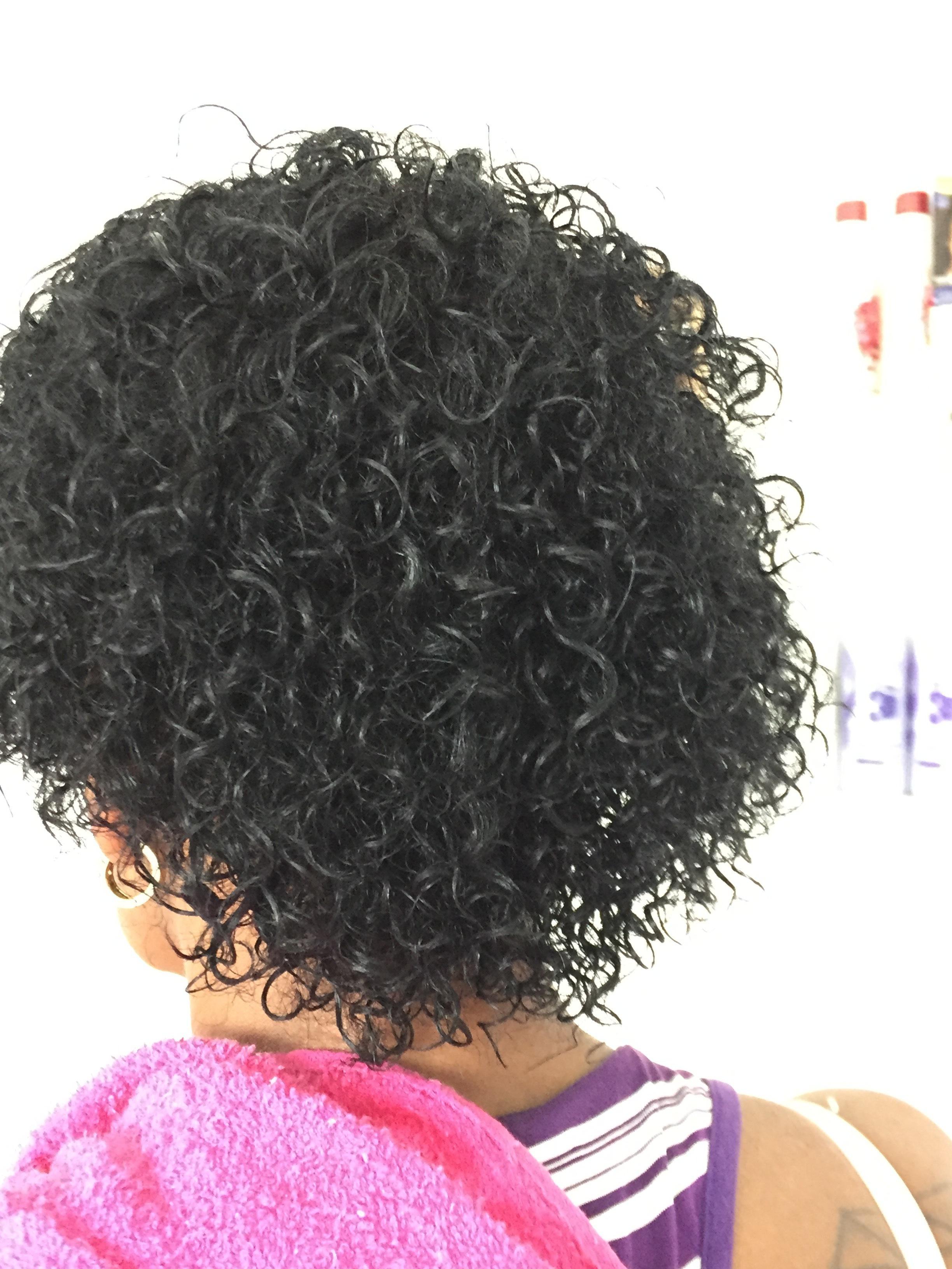 Depois do permanente afro  cabelo auxiliar cabeleireiro(a) cabeleireiro(a)