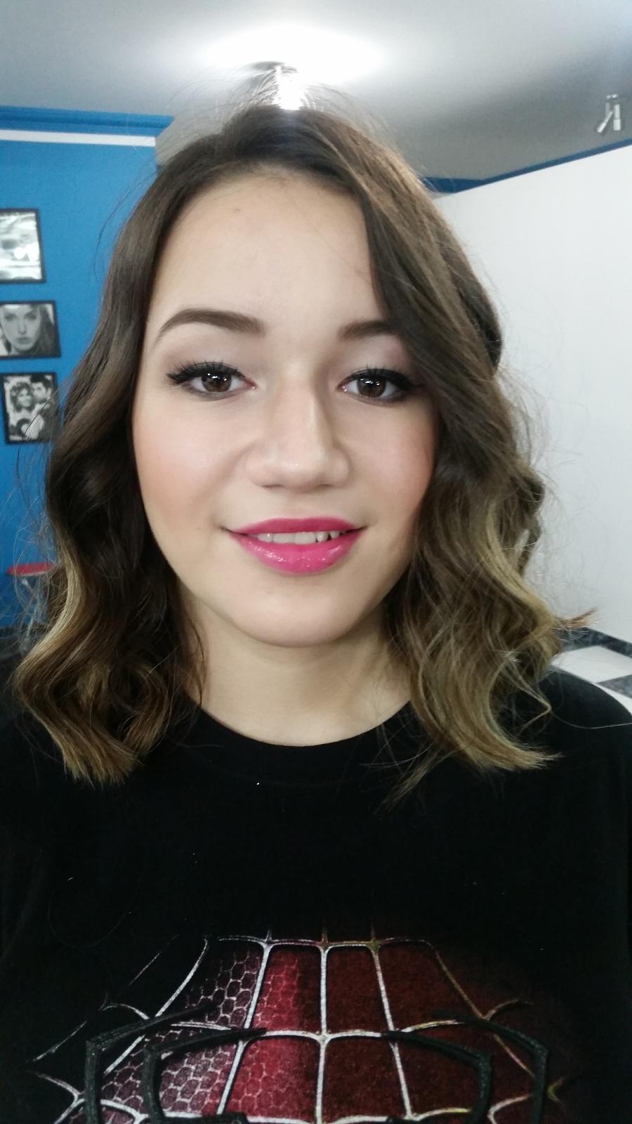 Maquiagem para debutante - Make  delicado.  Veja mais no meu Blog Vaidosas de Batom:  www.vaidosasdebatom.com maquiagem maquiador(a) docente / professor(a)