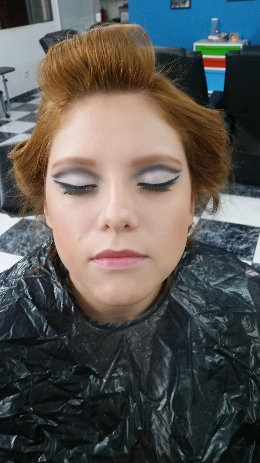 Maquiagem para formatura - Make  cut crease Veja mais no meu Blog Vaidosas de Batom:  www.vaidosasdebatom.com maquiagem maquiador(a) docente / professor(a)