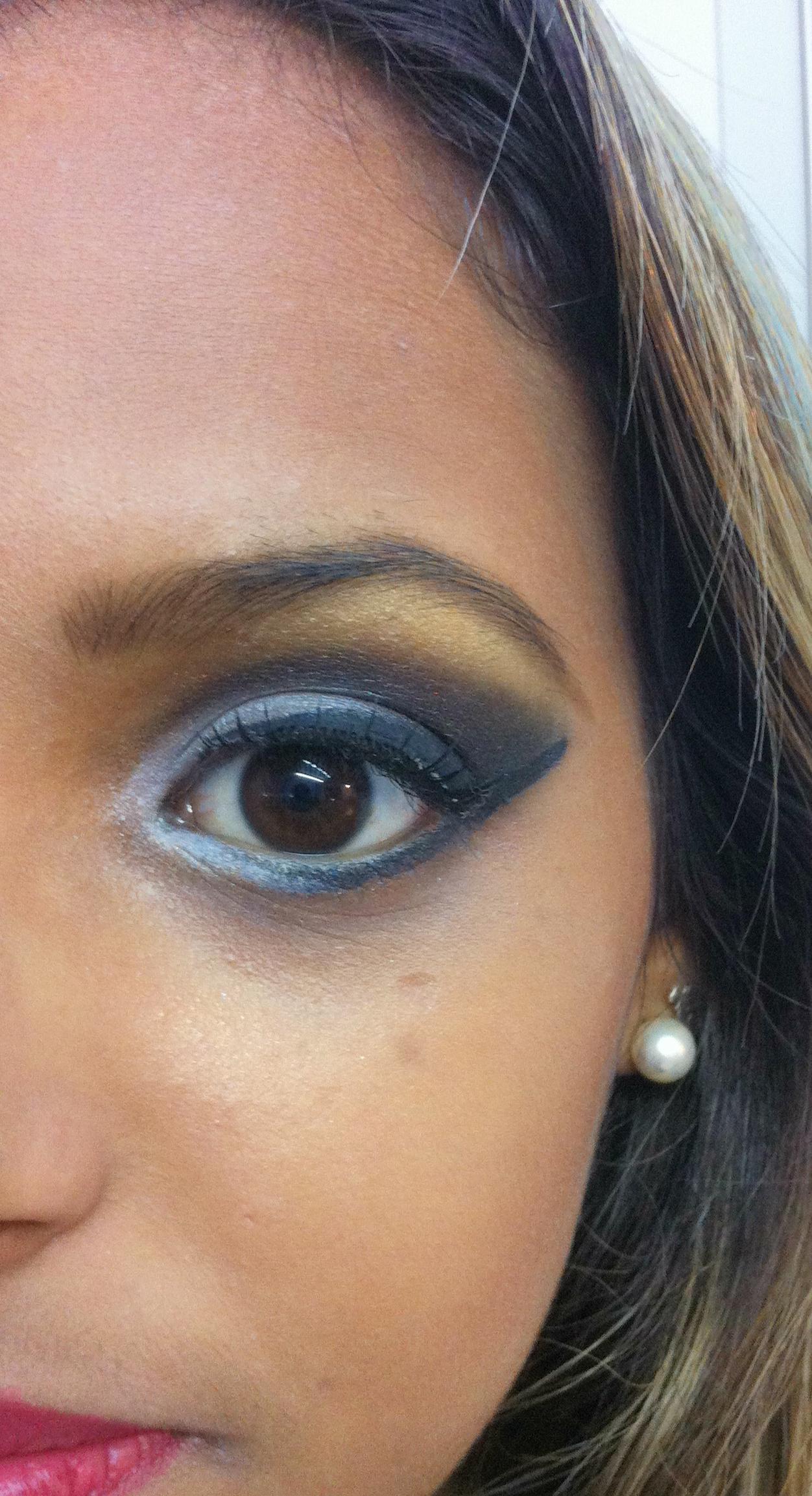 Maquiagem para balada Veja mais no meu Blog Vaidosas de Batom:  www.vaidosasdebatom.com maquiagem maquiador(a) docente / professor(a)