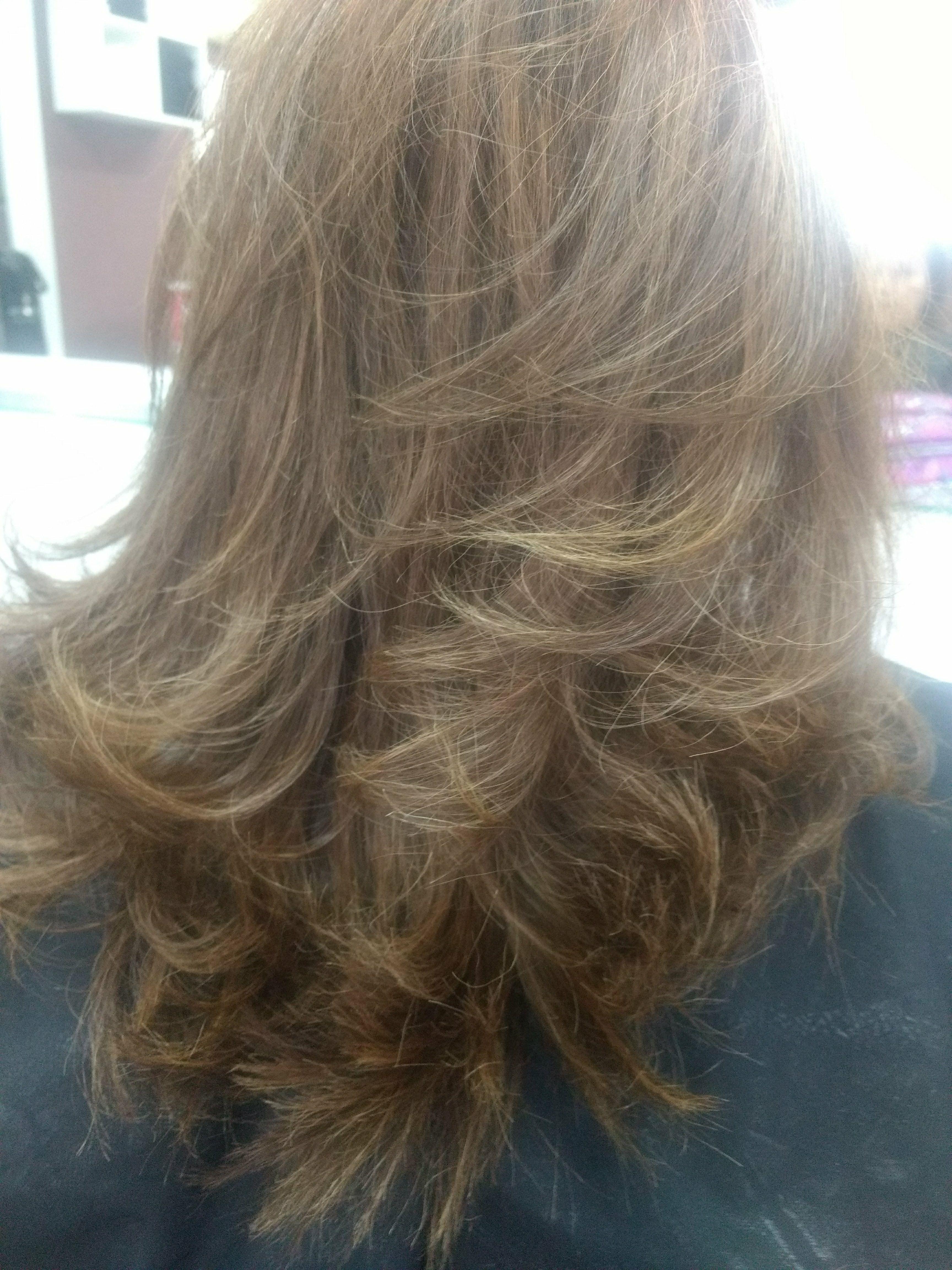 Uma bela escova modelada faz parte de uma finalização cabeleireiro(a)
