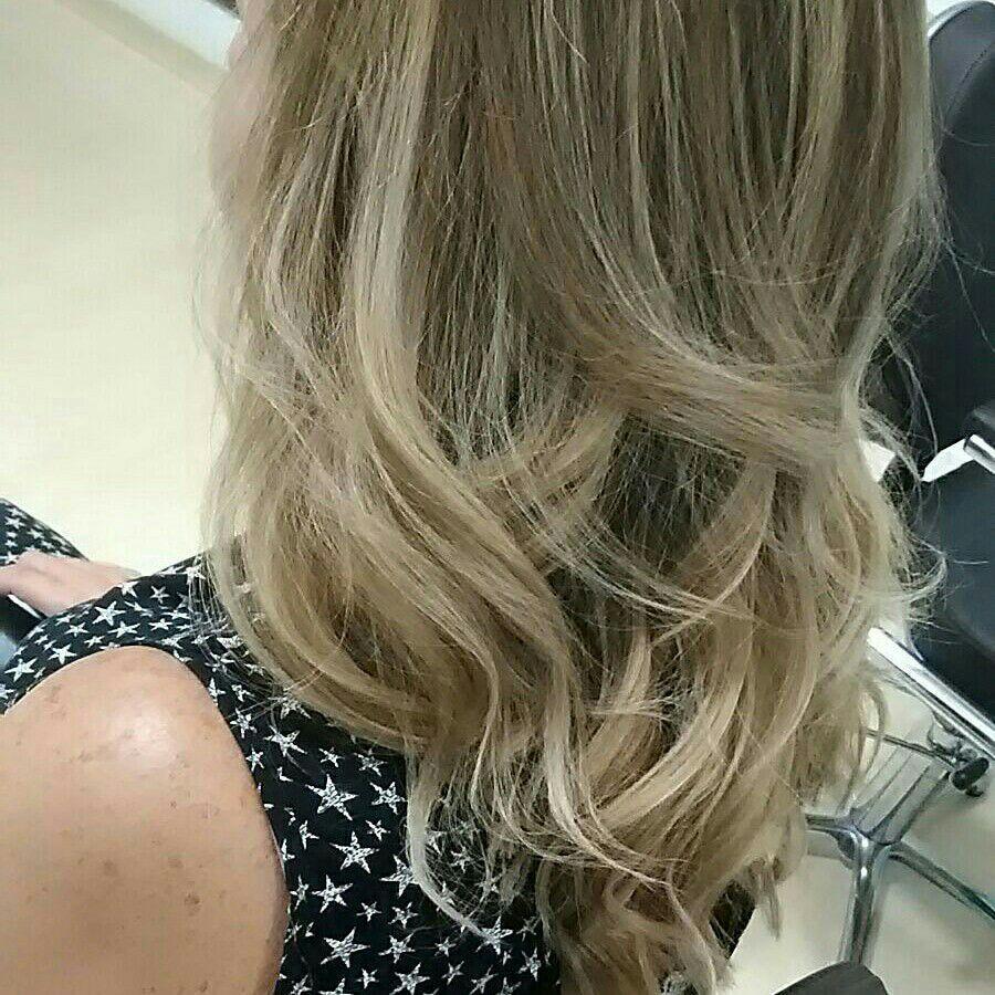 Correção de cor . Pontos de luz . #glamour #loirasquearrasam . cabeleireiro(a) maquiador(a) designer de sobrancelhas