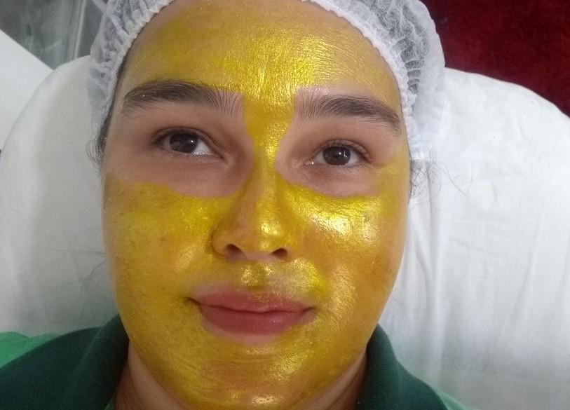 Limpeza de pele com extração e máscara de ouro.  *Desintoxicação da pele * Esfoliação * Diminuição de oleosidade * Hidratação profunda esteticista