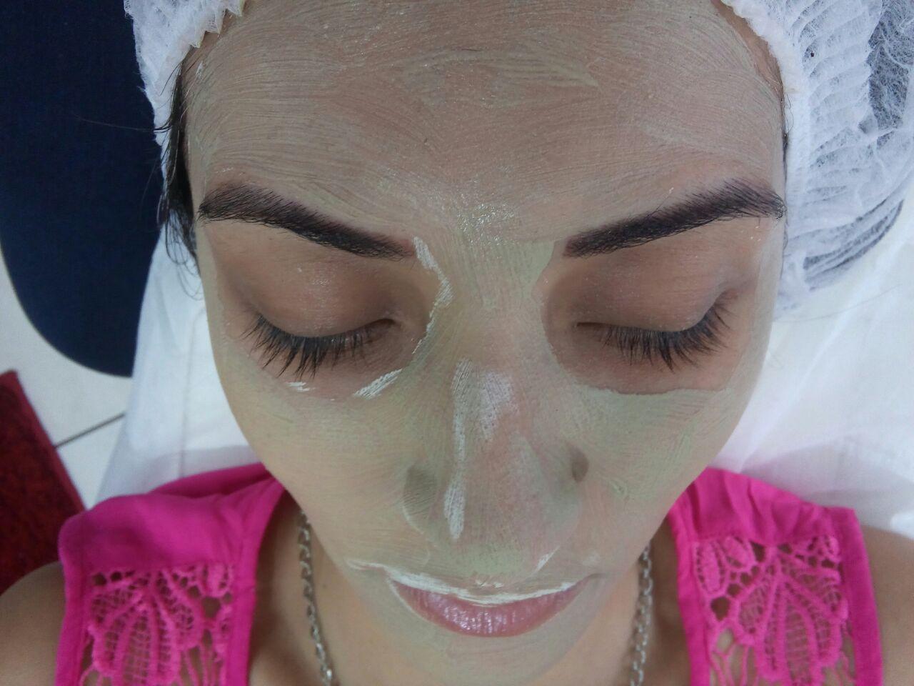 Limpeza de pele com argila verde!  *Efeito secativo adstringente  *Desintoxicação da pele * Esfoliação * Diminuição de oleosidade * Hidratação profunda esteticista