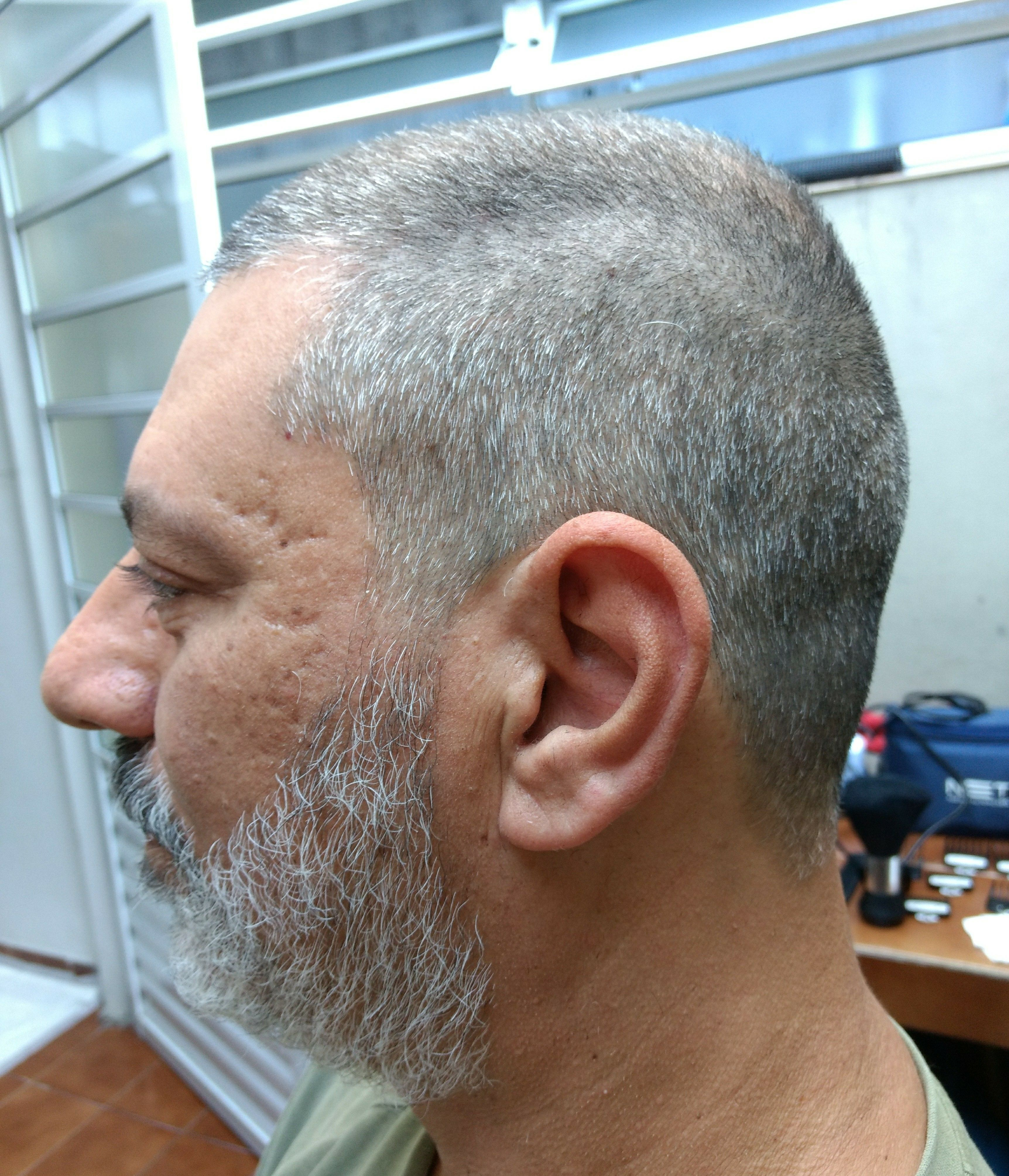 #barbeariatradicional #haircut #barber #barbearia #barbeiro #thebarberpost #hair #brasilbarbers #barbearias #barbers #barba #barbeirosbrasil #barbershop #wahl #hairstyle #cabelo #barbeariaclassica #barberlife outros barbeiro(a)