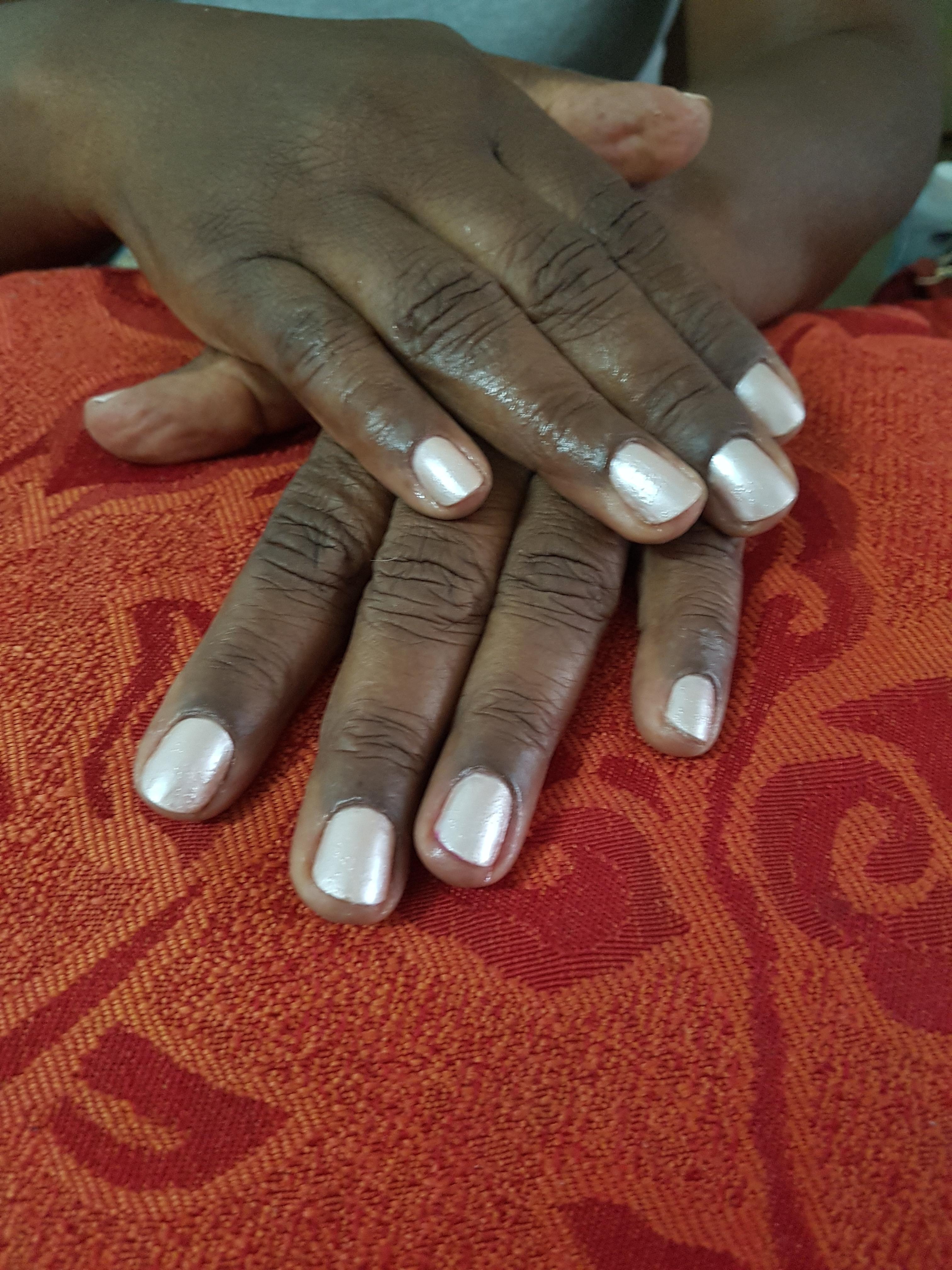 #nail #branquinho #colorama depilador(a) designer de sobrancelhas