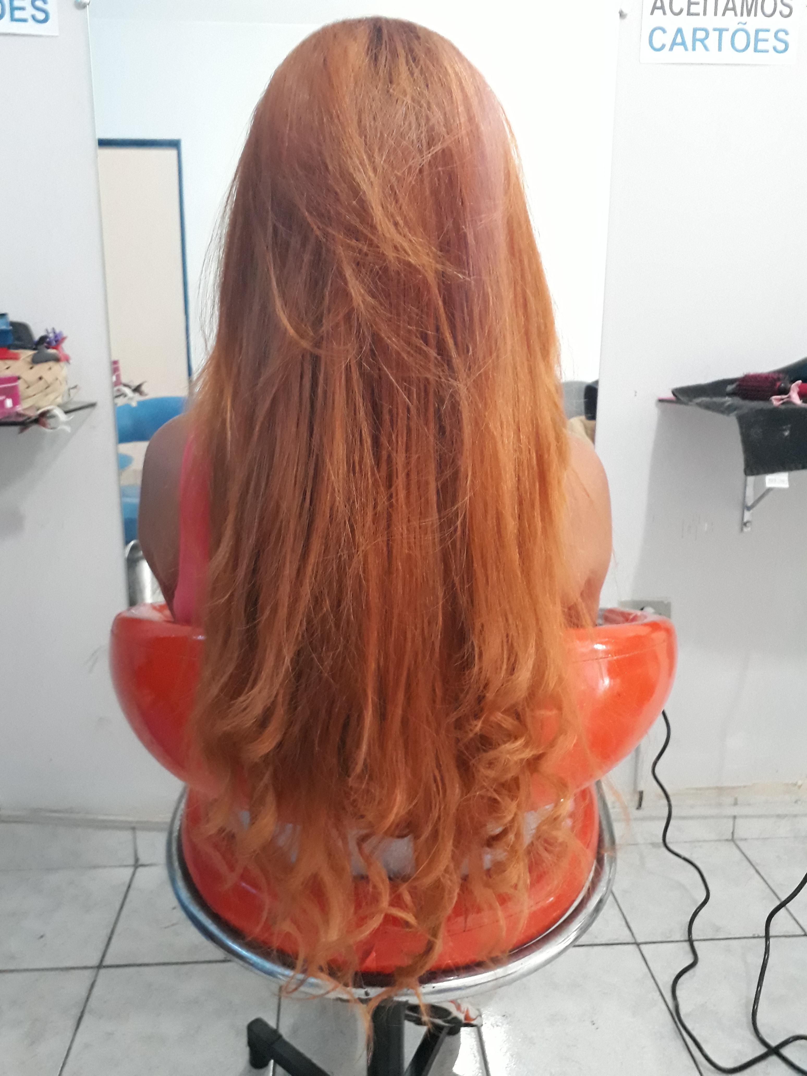Escova sem prancha  cabelo auxiliar cabeleireiro(a) recepcionista
