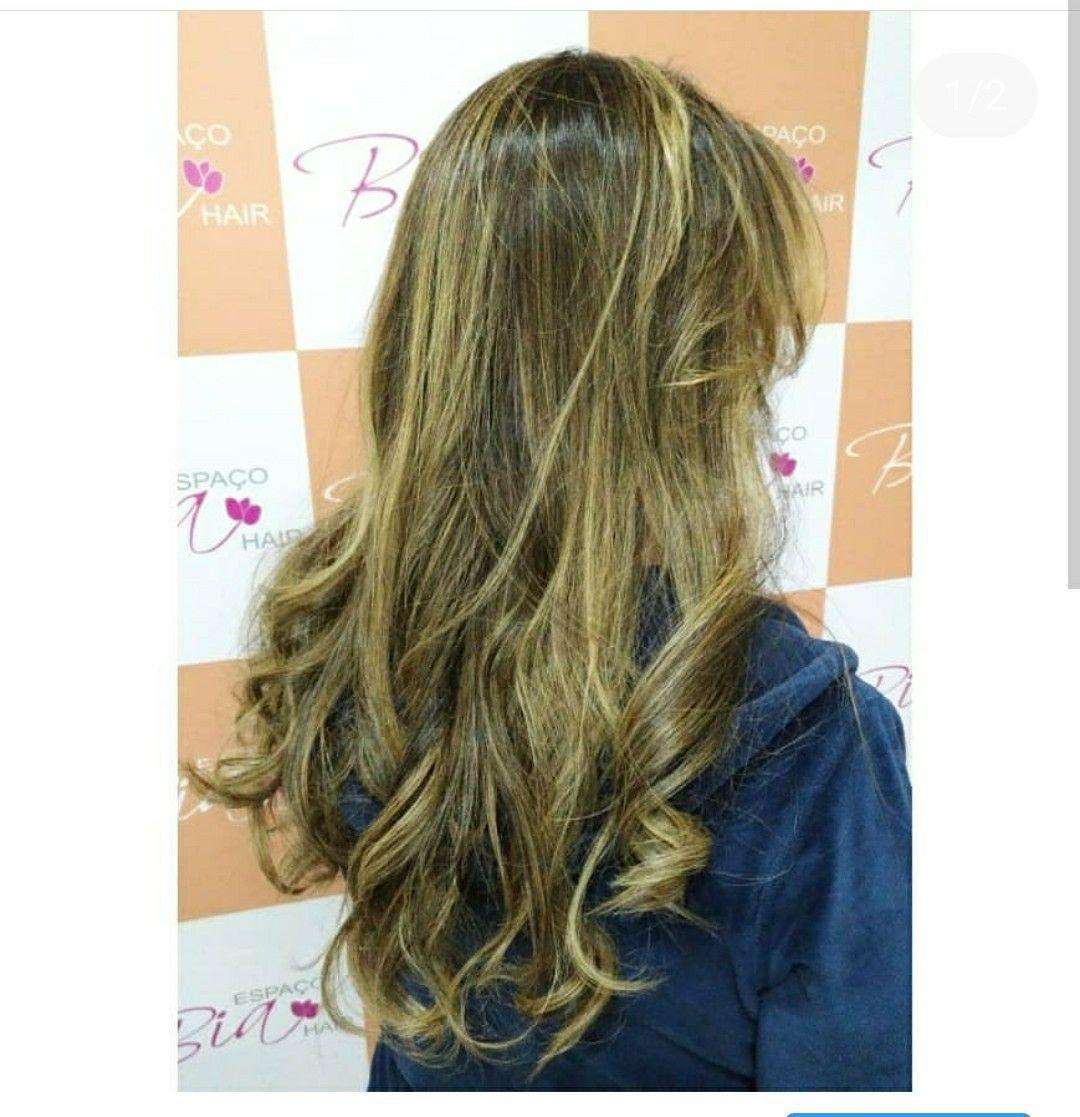 Morena iluminada dourado cabeleireiro(a)