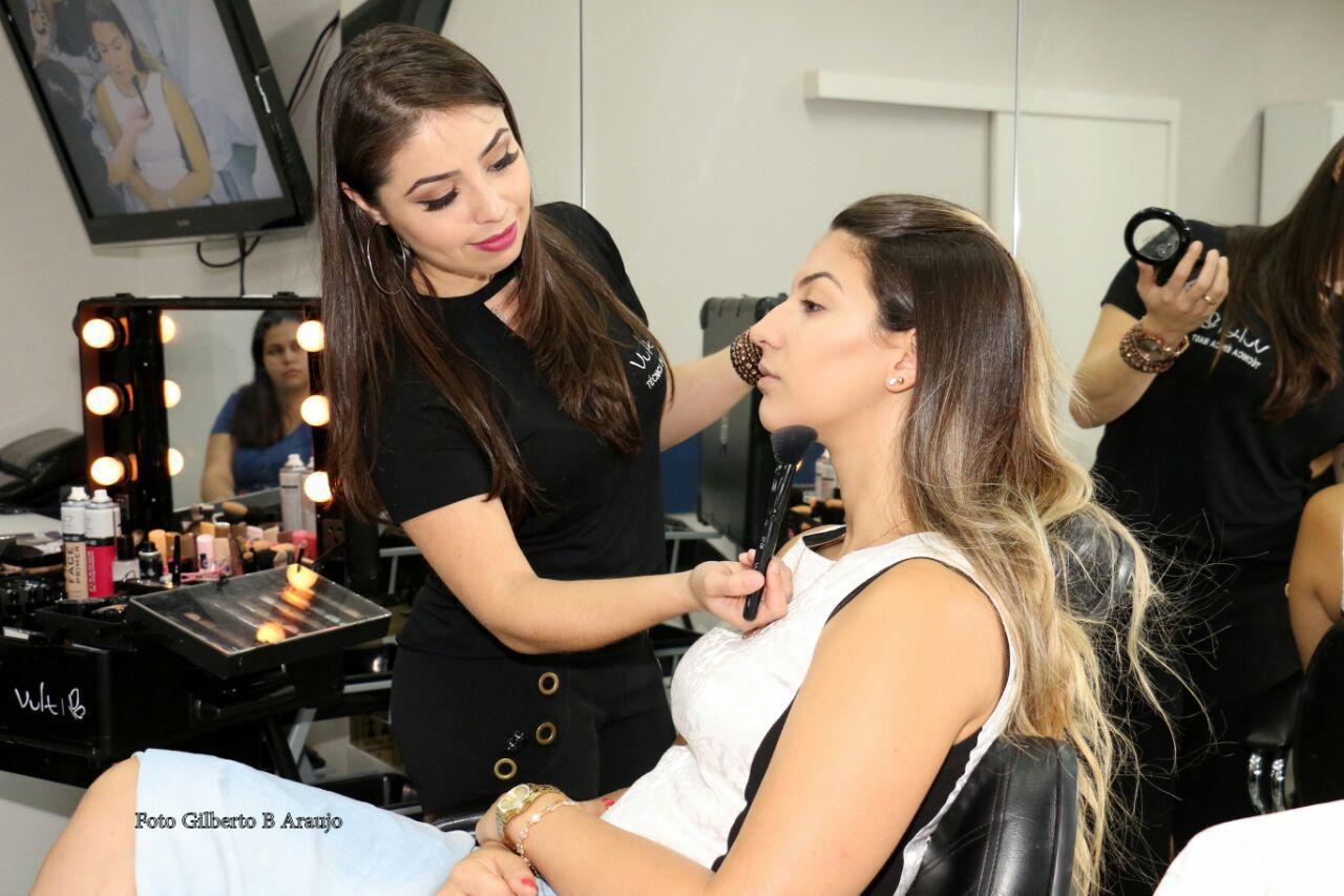 maquiagem maquiador(a) consultor(a) designer de sobrancelhas