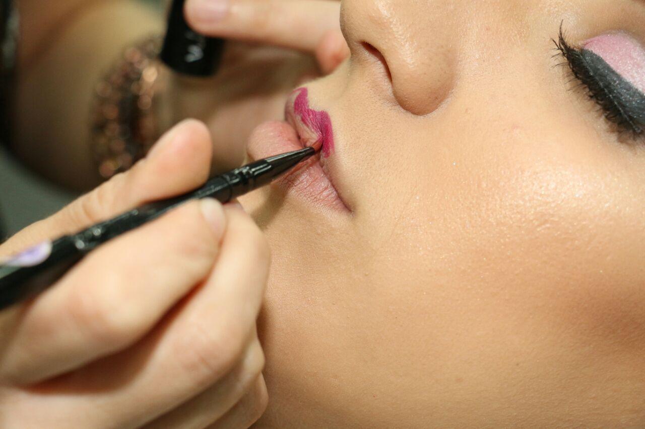 maquiador(a) consultor(a) designer de sobrancelhas