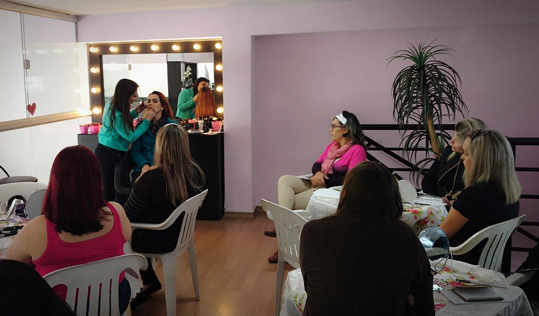Curso de automaquiagem maquiagem maquiador(a) consultor(a) designer de sobrancelhas