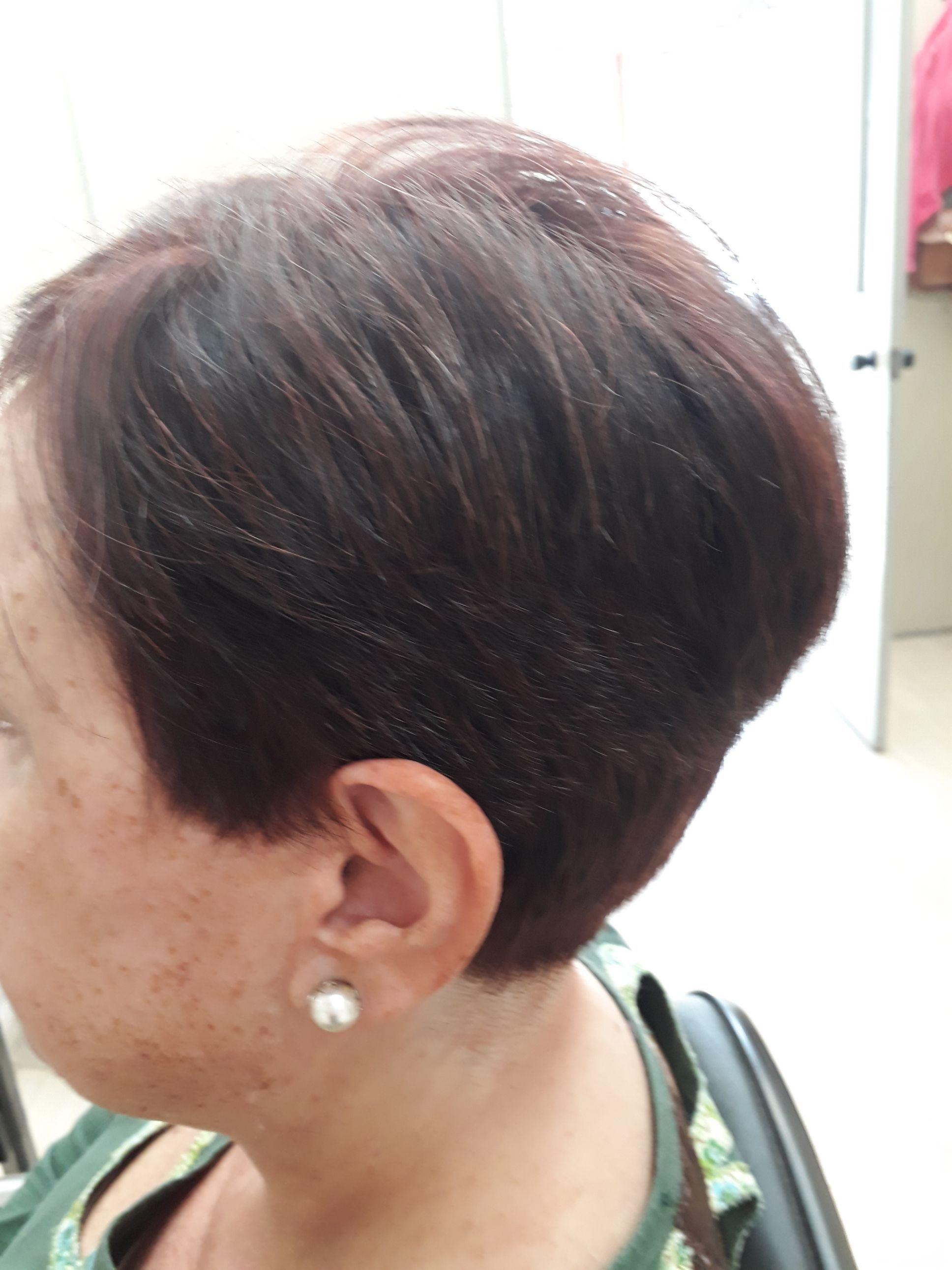 Corte cabelo designer de sobrancelhas
