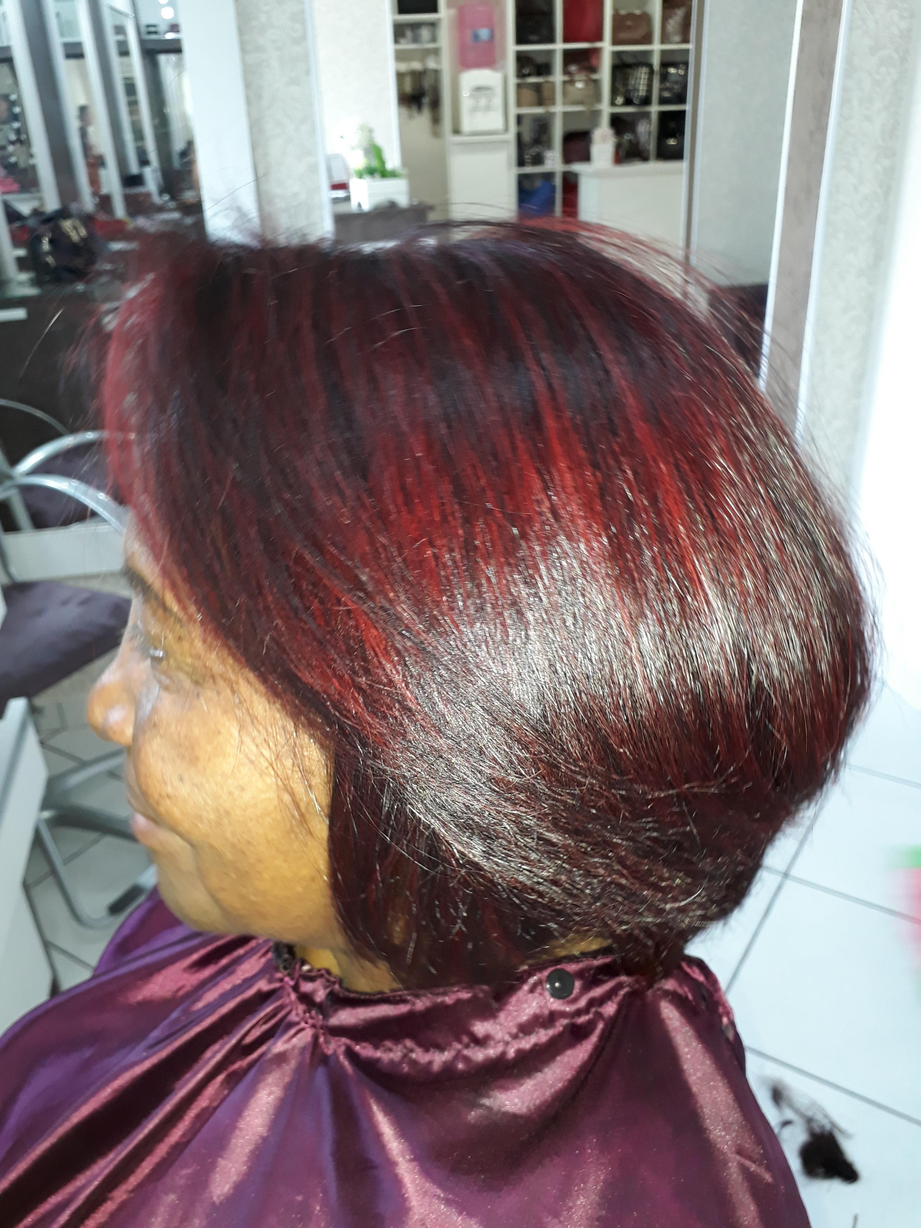 Depois luzes vermelha e corte. cabelo cabeleireiro(a) auxiliar cabeleireiro(a) recepcionista