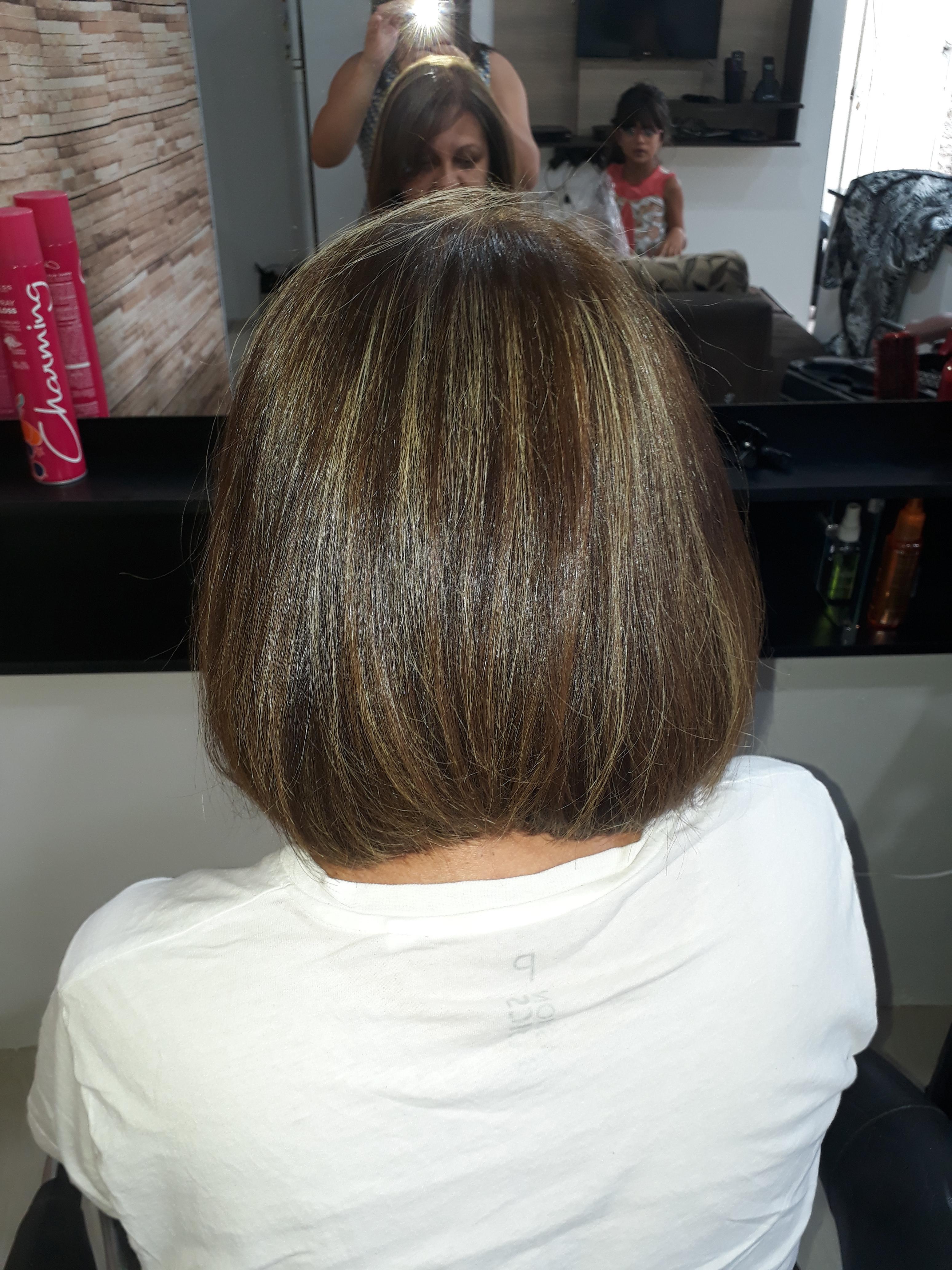 Depois corte e luzes. cabelo cabeleireiro(a) auxiliar cabeleireiro(a) recepcionista
