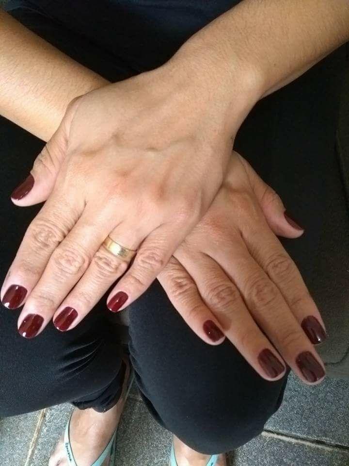 Mãos  Cutilagem e esmaltação unha estudante (cabeleireiro) auxiliar administrativo manicure e pedicure recepcionista