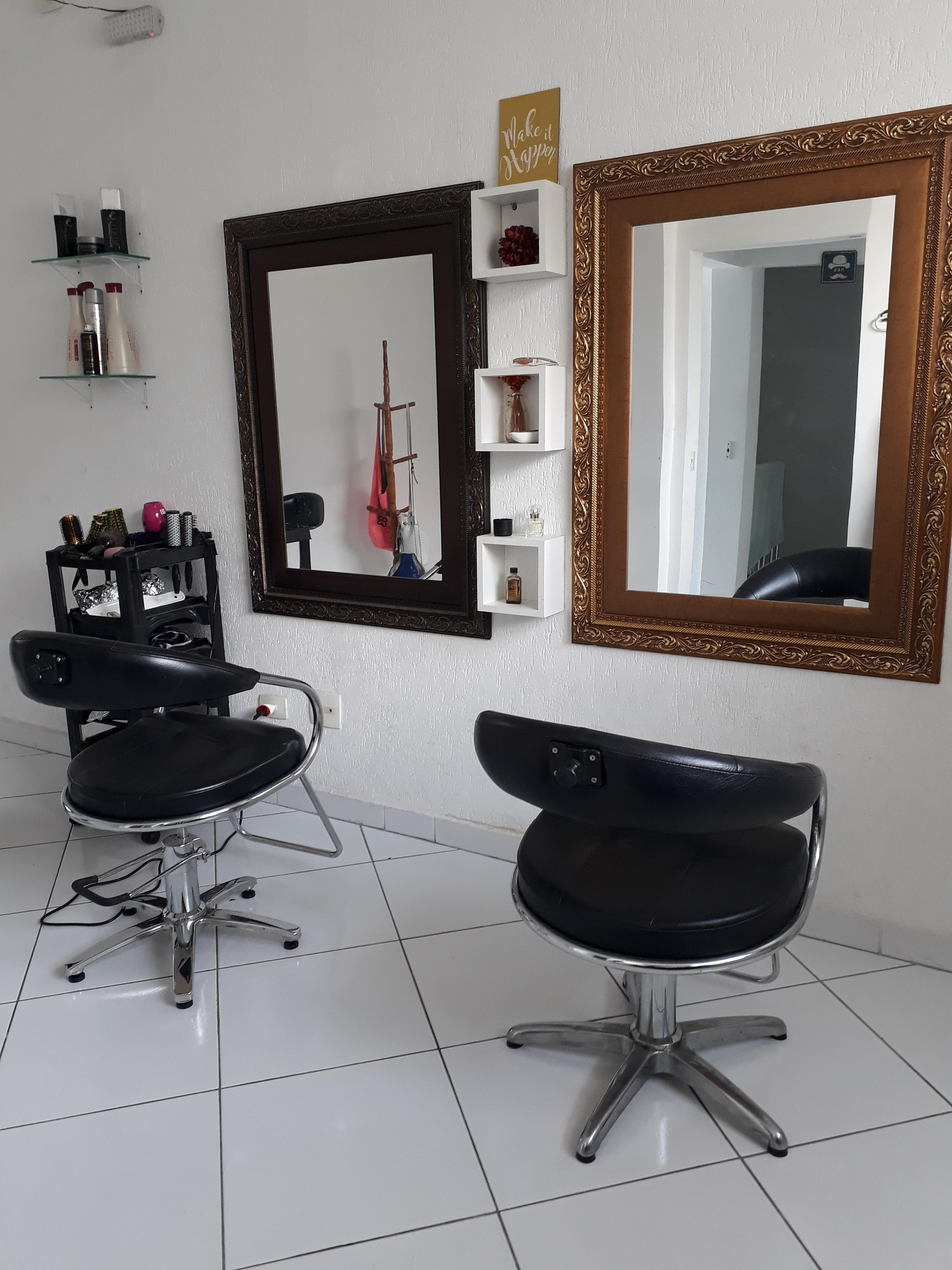 Cadeira disponível para locação....lucros de  100% para profissionais com carteira de clientes....ótima oportunidade...valor fixo do aluguel da cadeira ....trabalhe nos dias e horários que quiser!...ótima localização no Tatuapé.  cabelo cabeleireiro(a) maquiador(a)