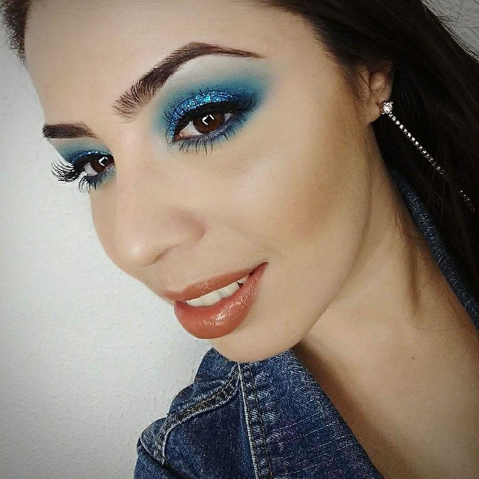 Maquiagem azul com Glitter maquiagem maquiador(a) consultor(a) designer de sobrancelhas