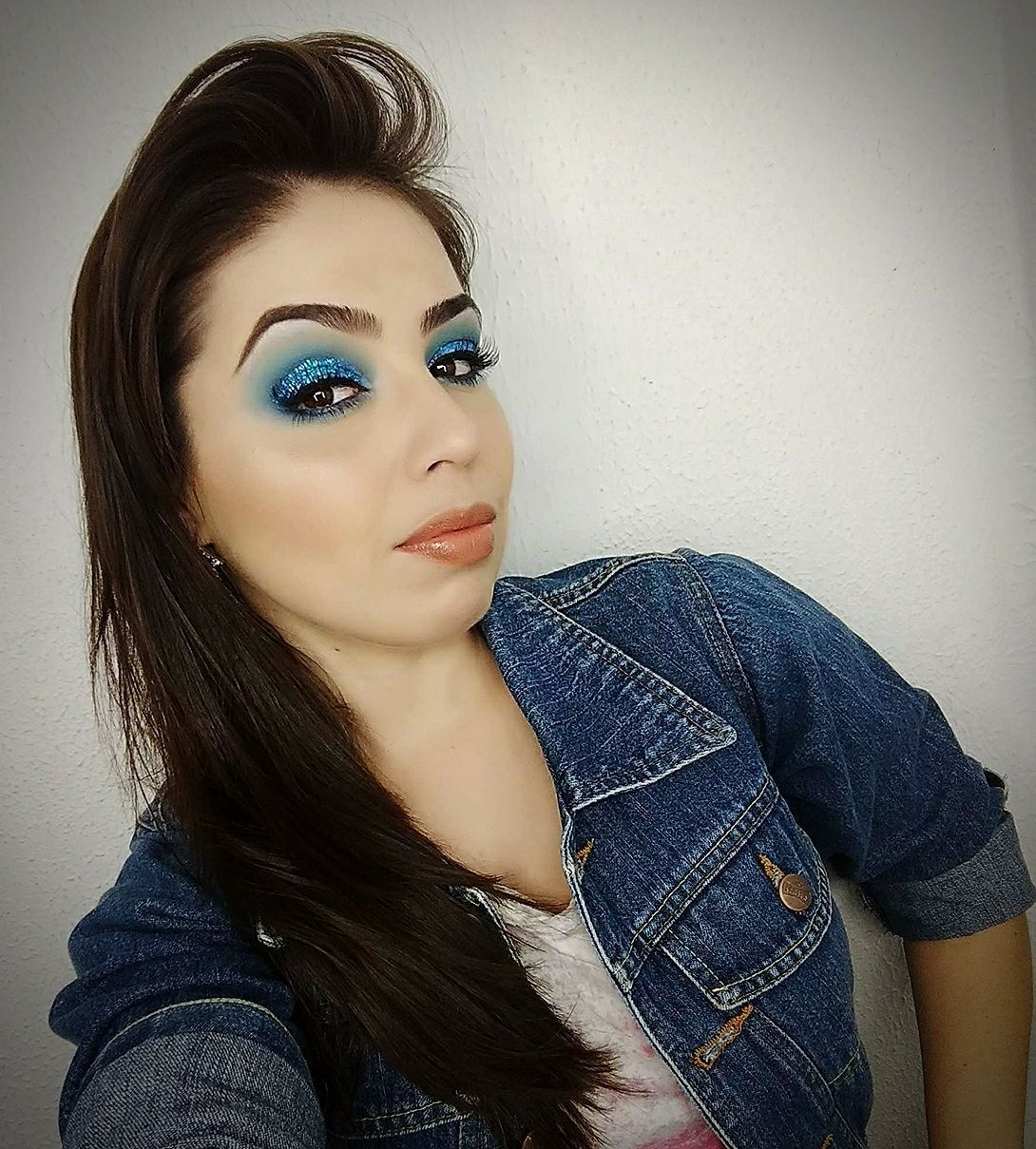 Maquiagem azul com Glitter maquiagem maquiador(a) consultor(a)