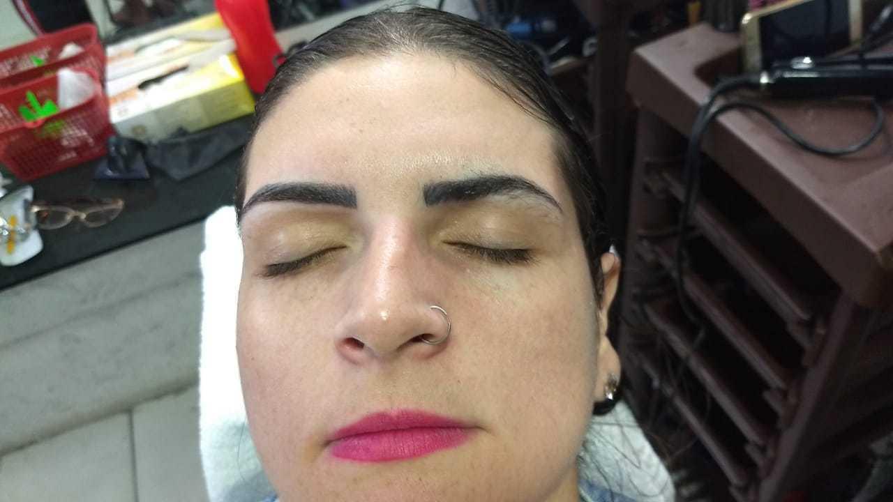 Sobrancelhas lindas  estética manicure e pedicure maquiador(a) auxiliar cabeleireiro(a)