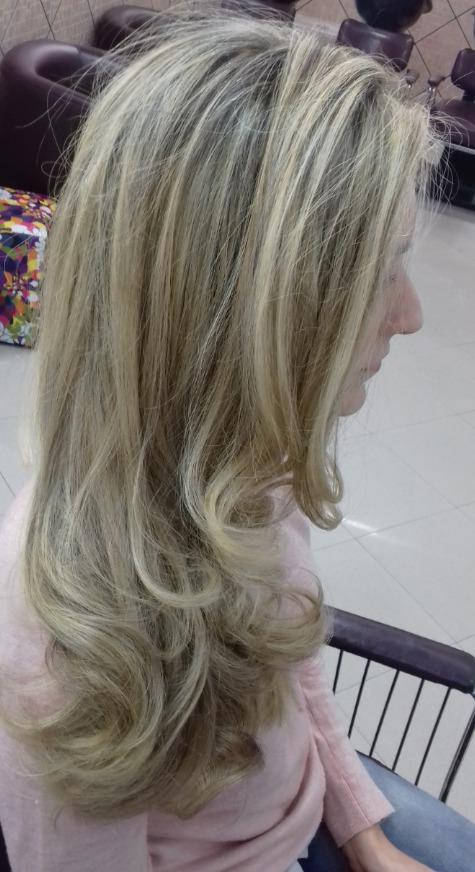 """Retoque de raiz somente raiz ! Este cabelo está com.manchas abaixo de outrês procedimentos de outros """"profissionais """" .  cabelo cabeleireiro(a) maquiador(a) depilador(a) gerente consultor(a)"""