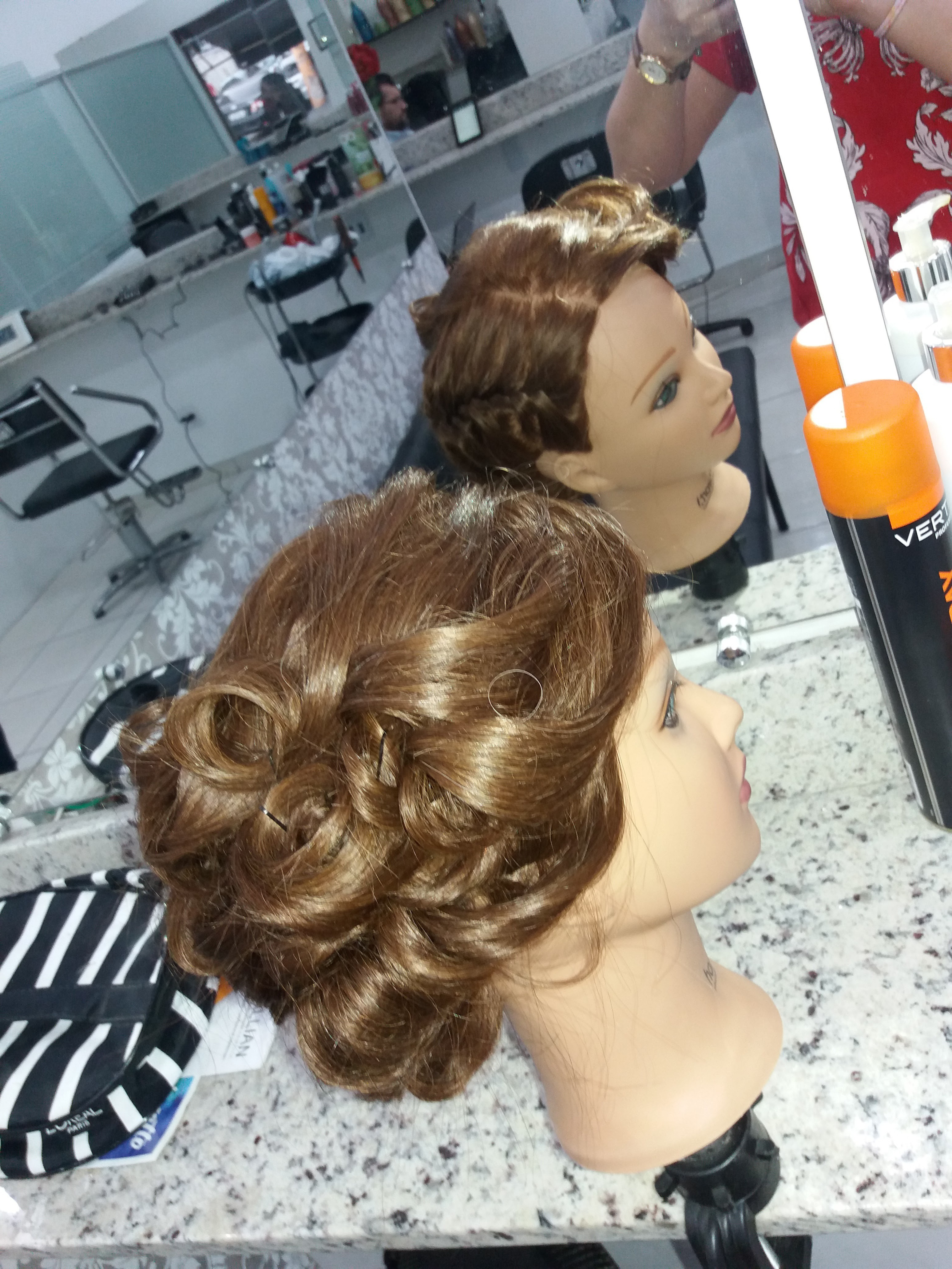 Penteado em boneca  cabelo cabeleireiro(a) maquiador(a) depilador(a) gerente consultor(a)