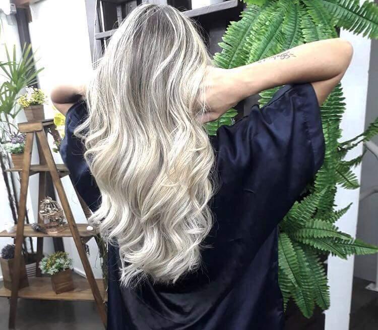 Loiro feito no papel cabelo auxiliar cabeleireiro(a) cabeleireiro(a) auxiliar cabeleireiro(a)