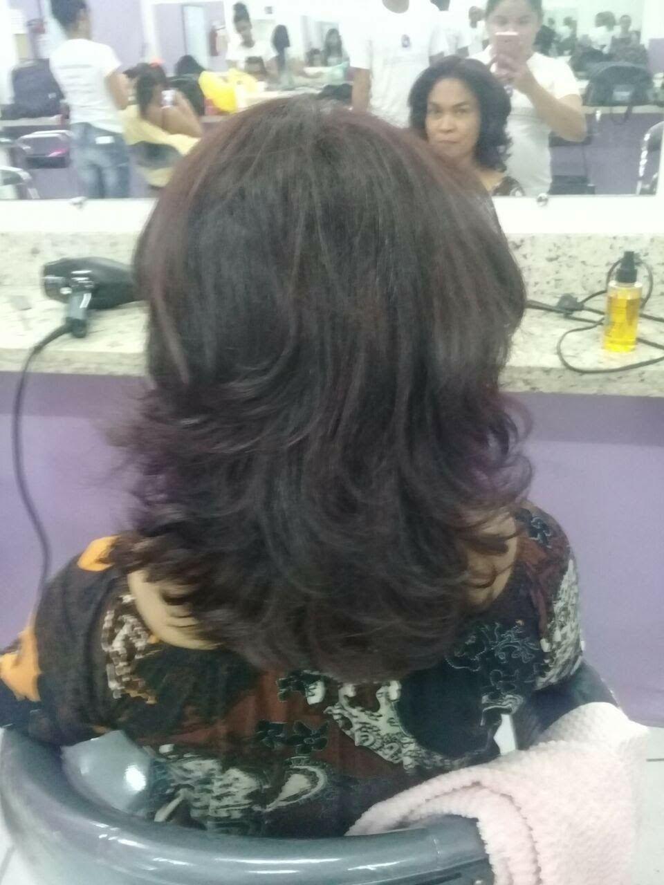 Nesse cabelo eu fiz Coloração de raiz cabelo auxiliar cabeleireiro(a)