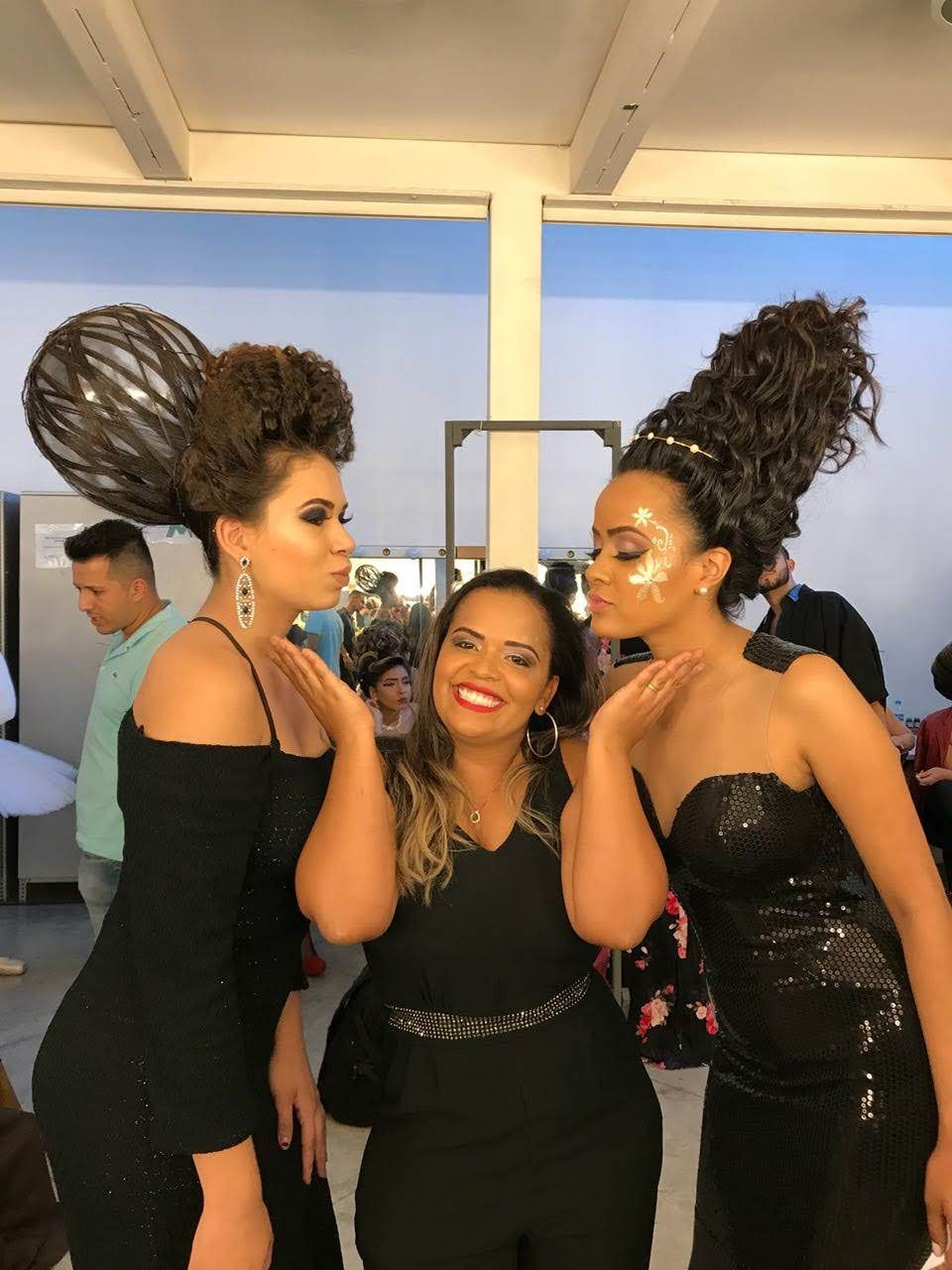 Deus, amor e muito Trabalho esse é o segredo cabelo stylist / visagista empresário(a) maquiador(a) designer de sobrancelhas dermopigmentador(a) estudante cabeleireiro(a) coordenador(a) consultor(a) estudante (visagista) aromaterapeuta outros
