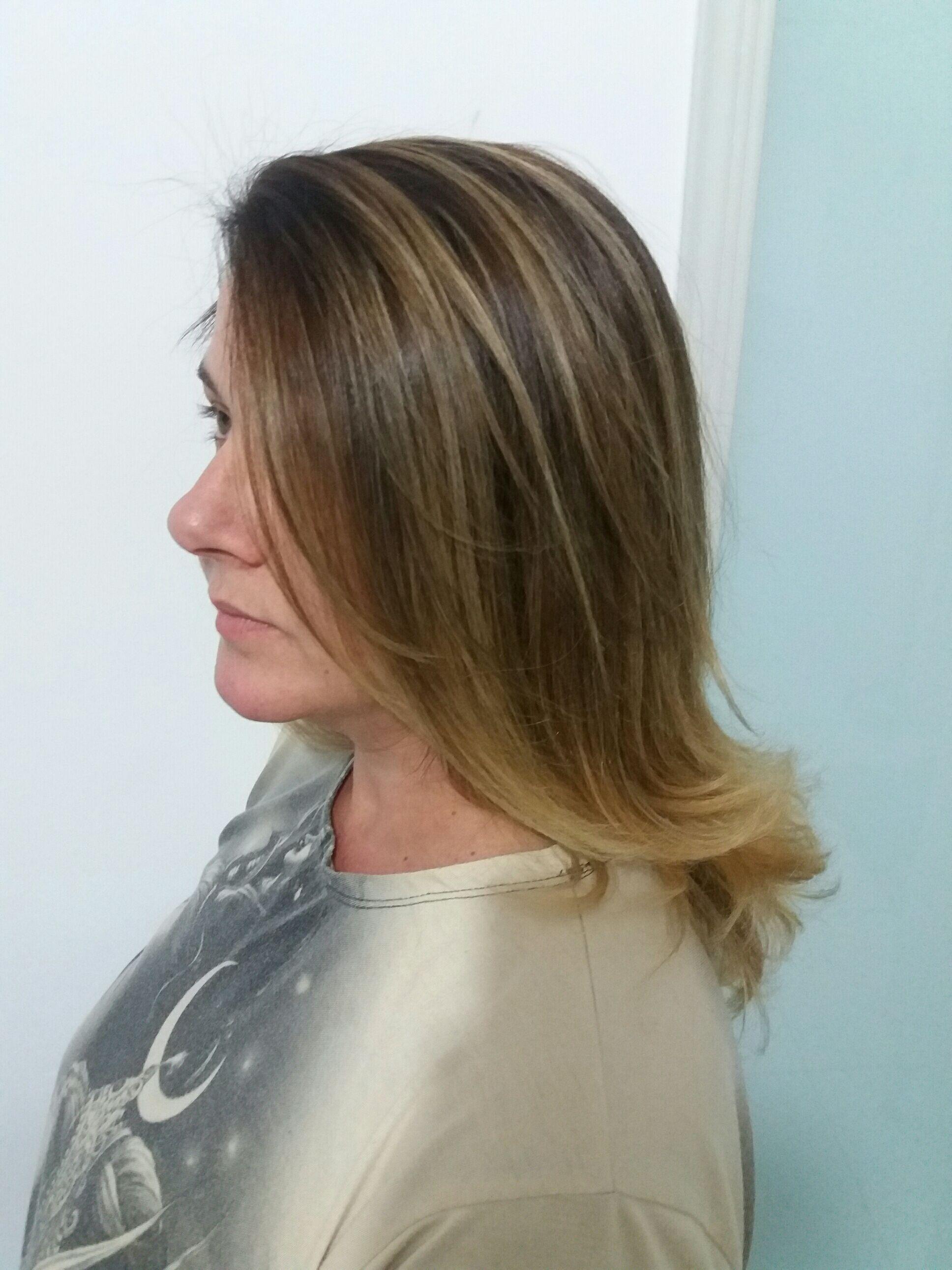 Cor e escova cabelo recepcionista auxiliar cabeleireiro(a) auxiliar administrativo