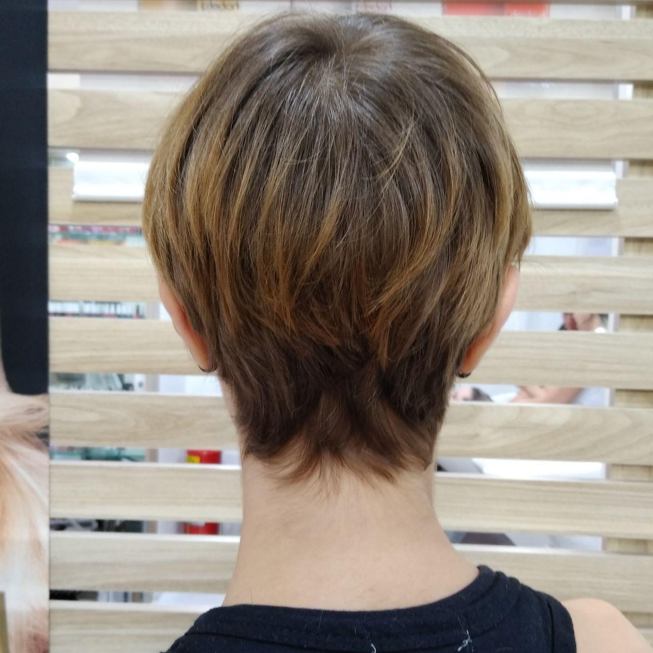 Corte Pixie.  Prático e versátil. cabeleireiro(a) stylist / visagista