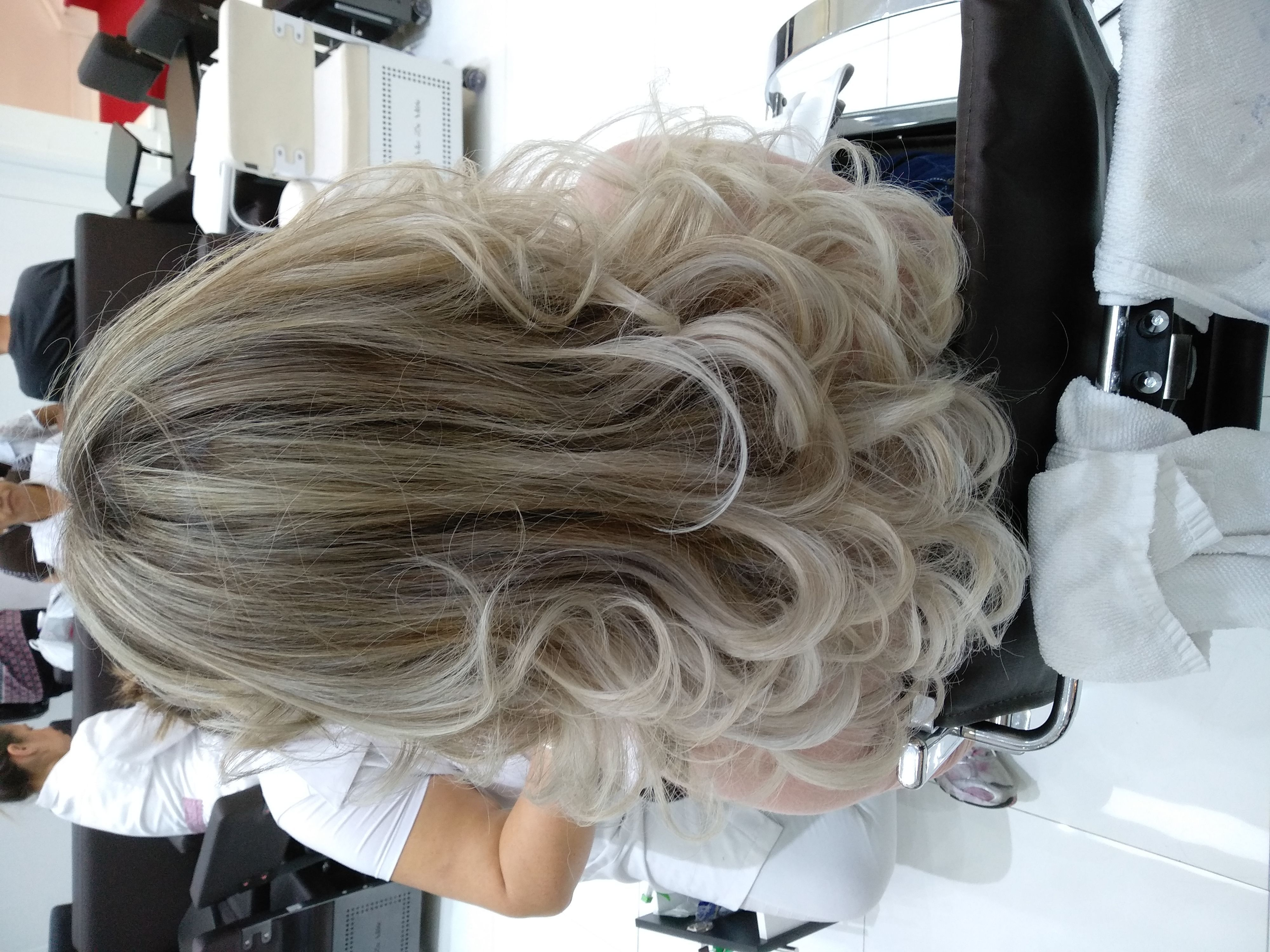 cabelo cabeleireiro(a) designer de sobrancelhas cabeleireiro(a)