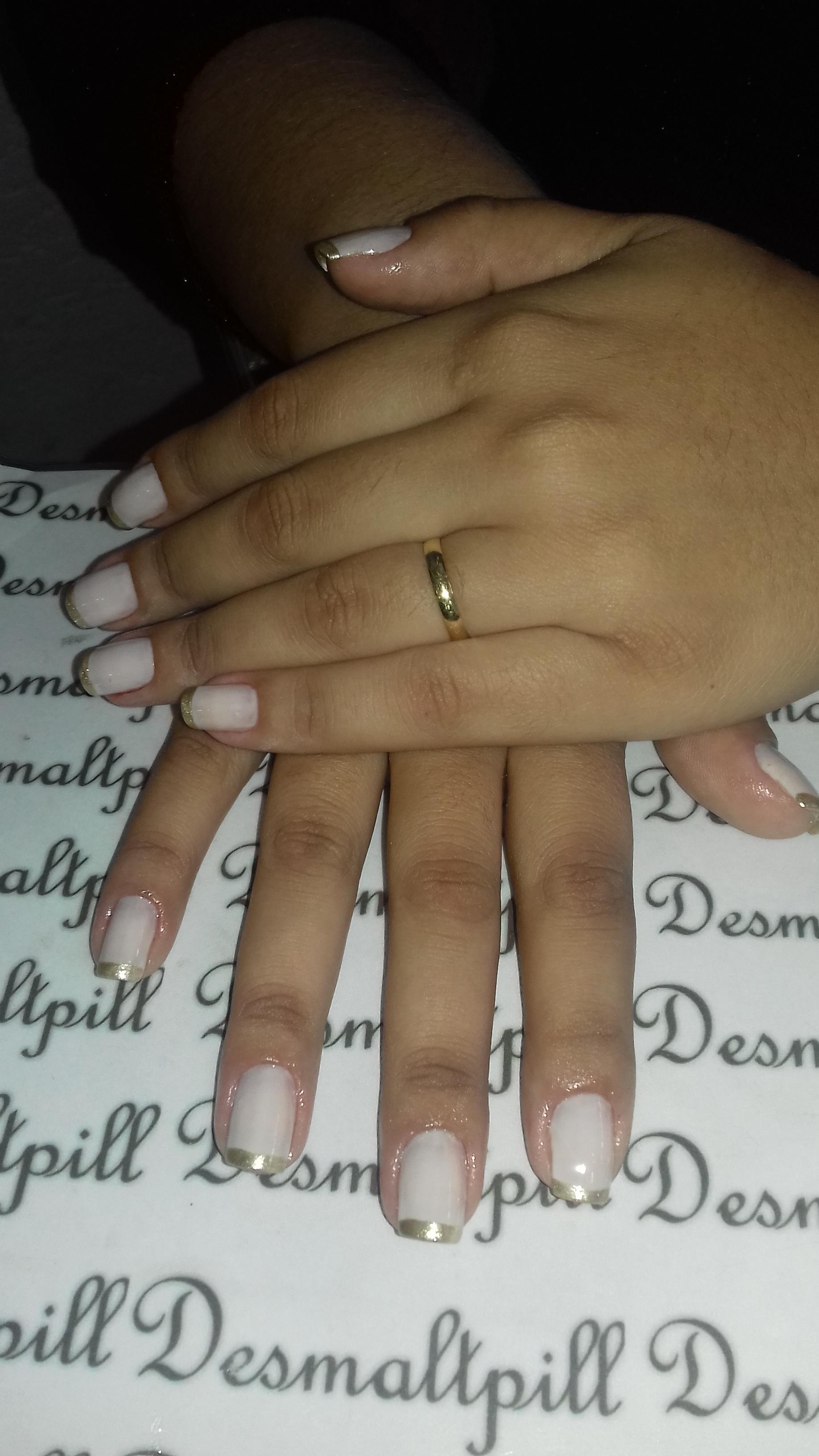 Mãos delicadas  unha manicure e pedicure maquiador(a) auxiliar cabeleireiro(a)