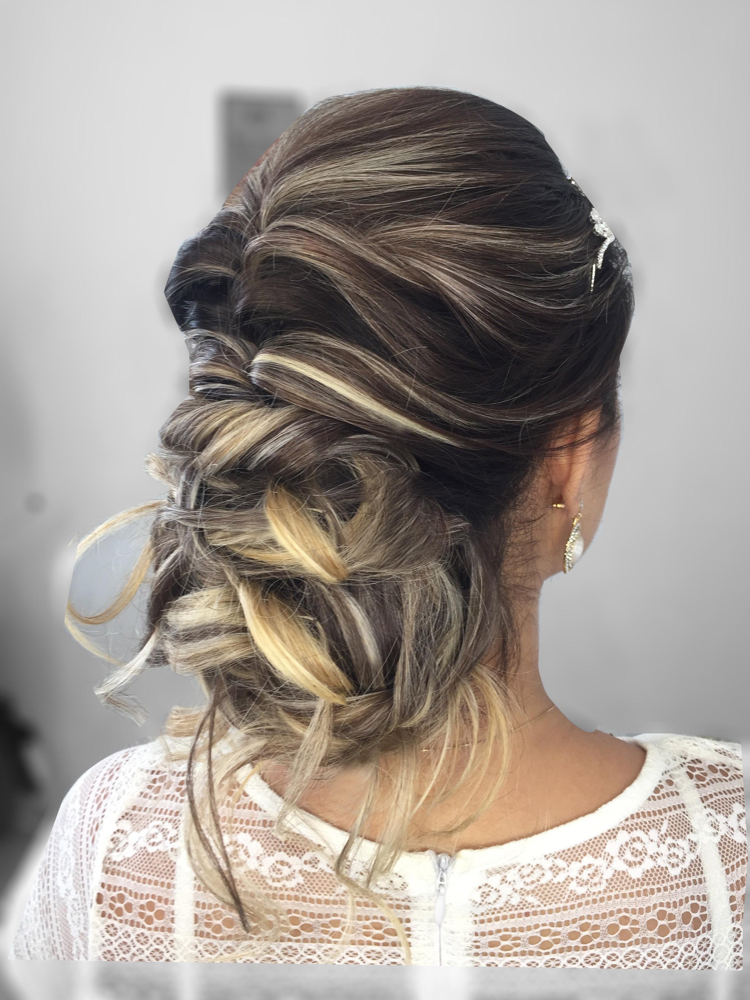 #penteados #penteadosnoivas #coquebaixodespojado cabelo maquiador(a) designer de sobrancelhas micropigmentador(a)