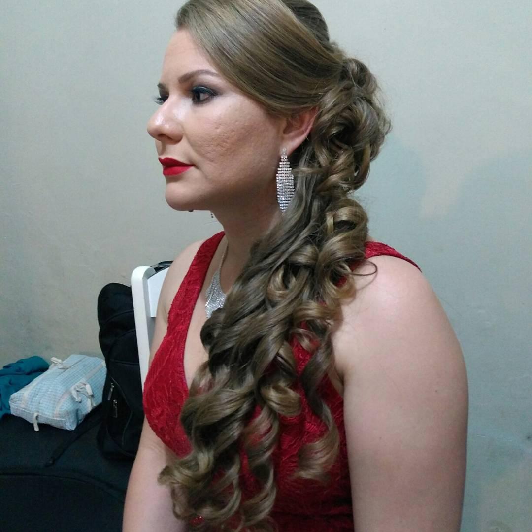Penteado para festa ,  cabelo micropigmentador(a) designer de sobrancelhas