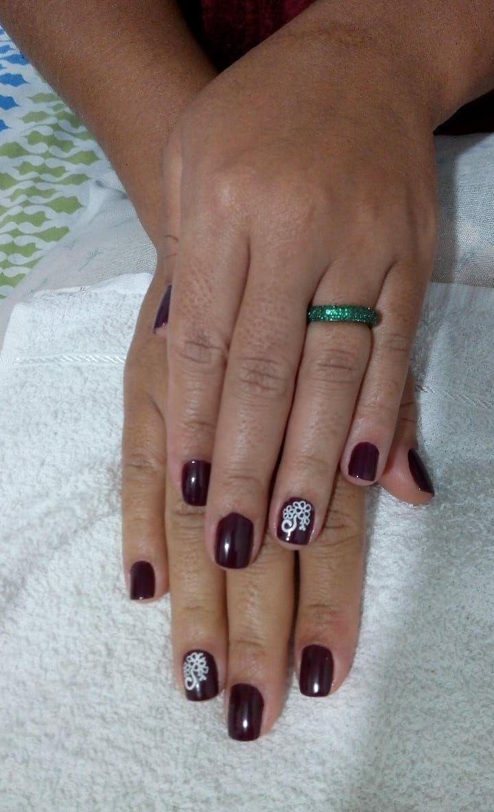 unha manicure e pedicure designer de sobrancelhas