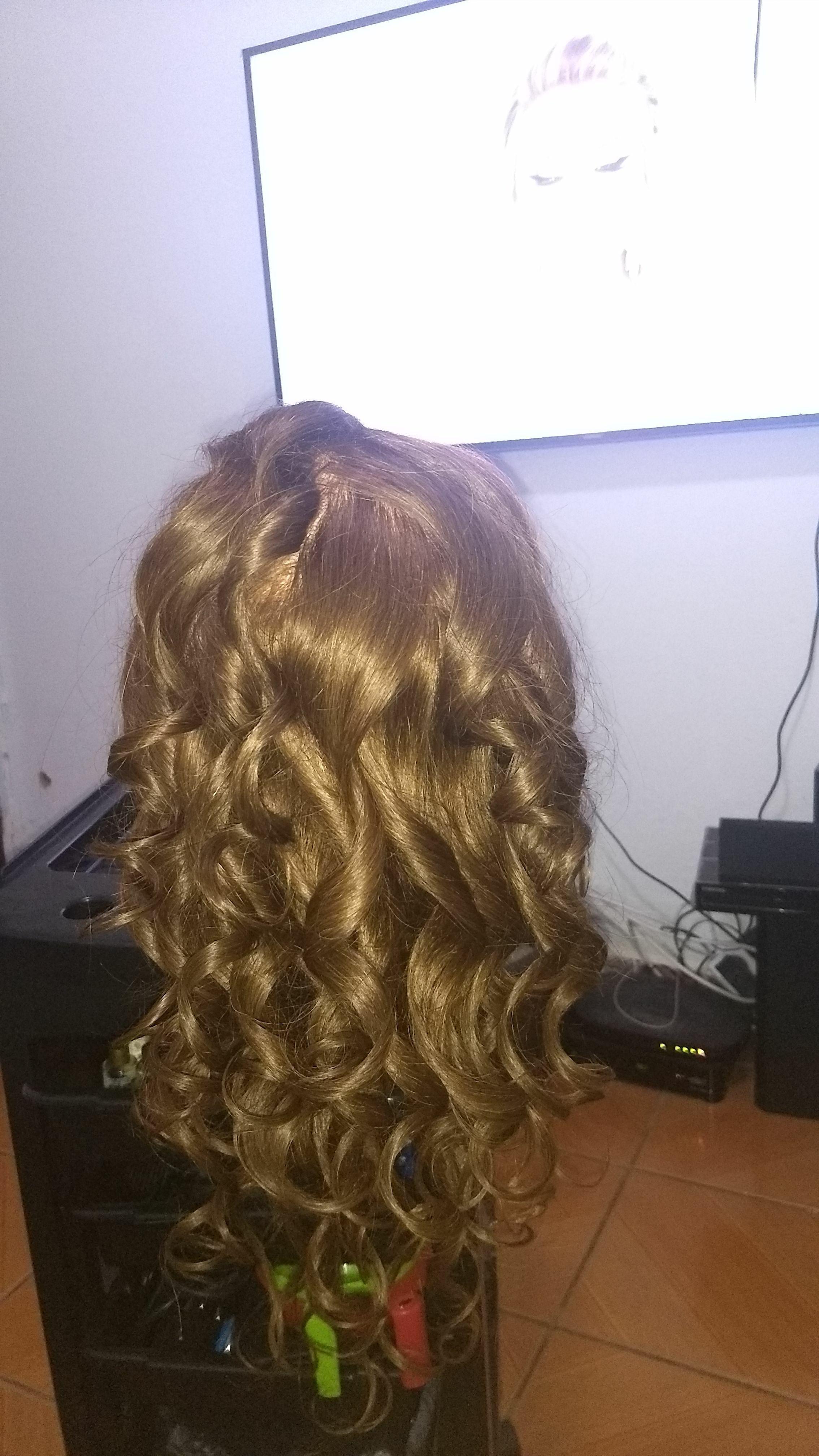 Cachos penteado cabelo auxiliar cabeleireiro(a) escovista