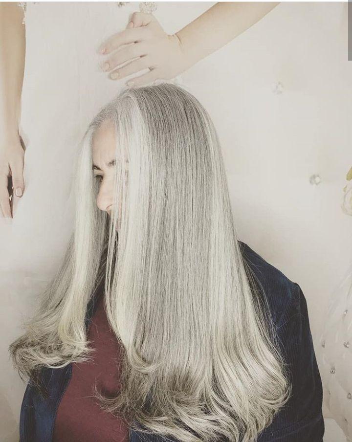Branco matizado e feito um corte nas pontas. cabeleireiro(a) cabeleireiro(a)