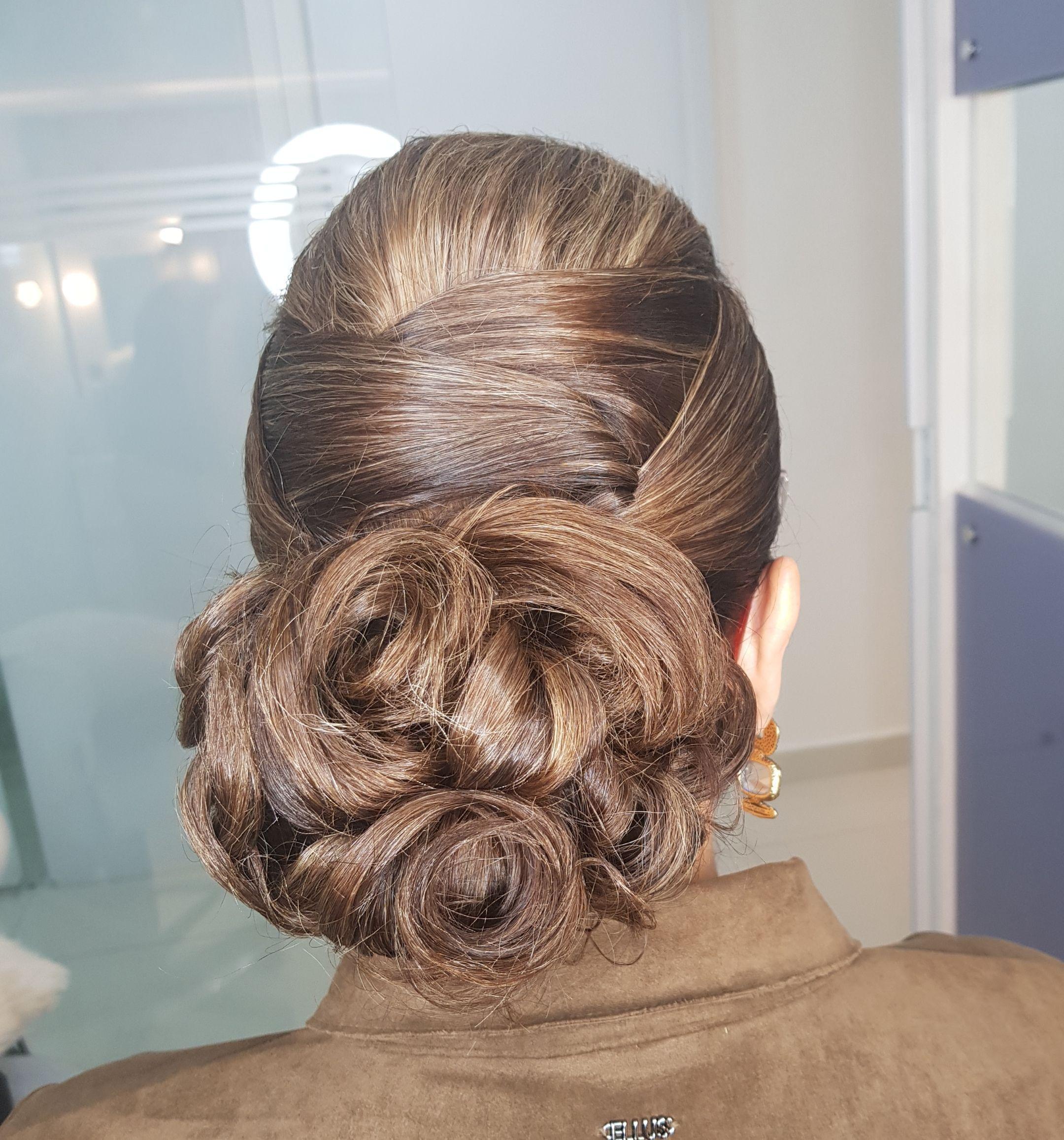 cabeleireiro(a) cabeleireiro(a) cabeleireiro(a) cabeleireiro(a)