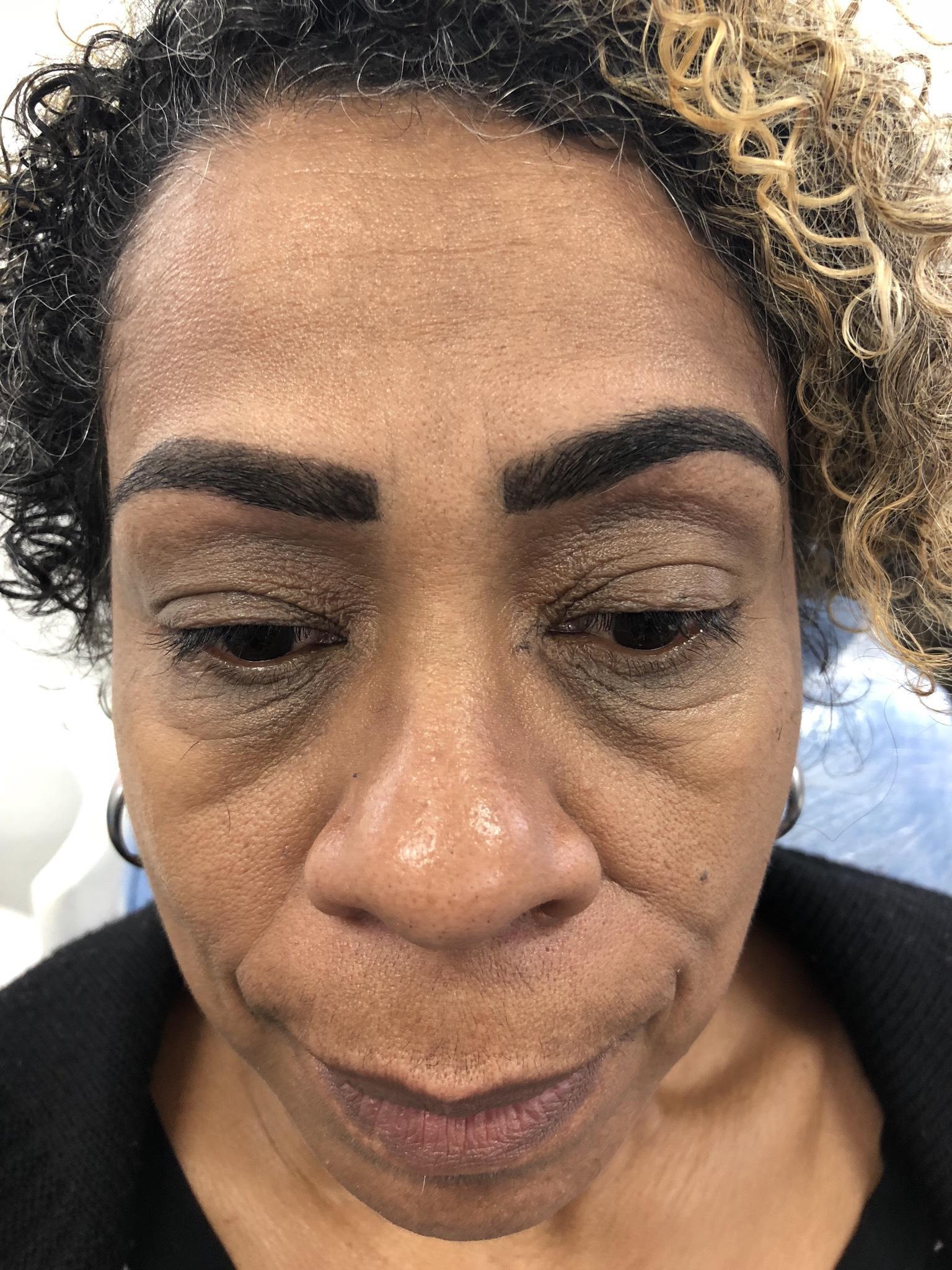 Procedimento:  Design de sobrancelha  Tintura dos fios.  estética maquiador(a) designer de sobrancelhas outros micropigmentador(a)