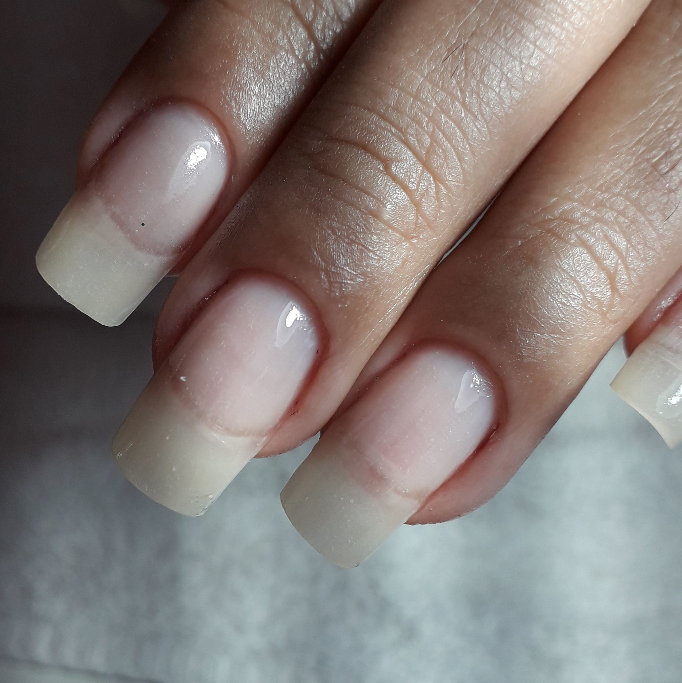 Aplicação de unhas de fibra realista   Usamos o fibra gel leito e o camuflagem borda livre para da um aspecto de unha natural  Marca de produtos Mart'nails original unha