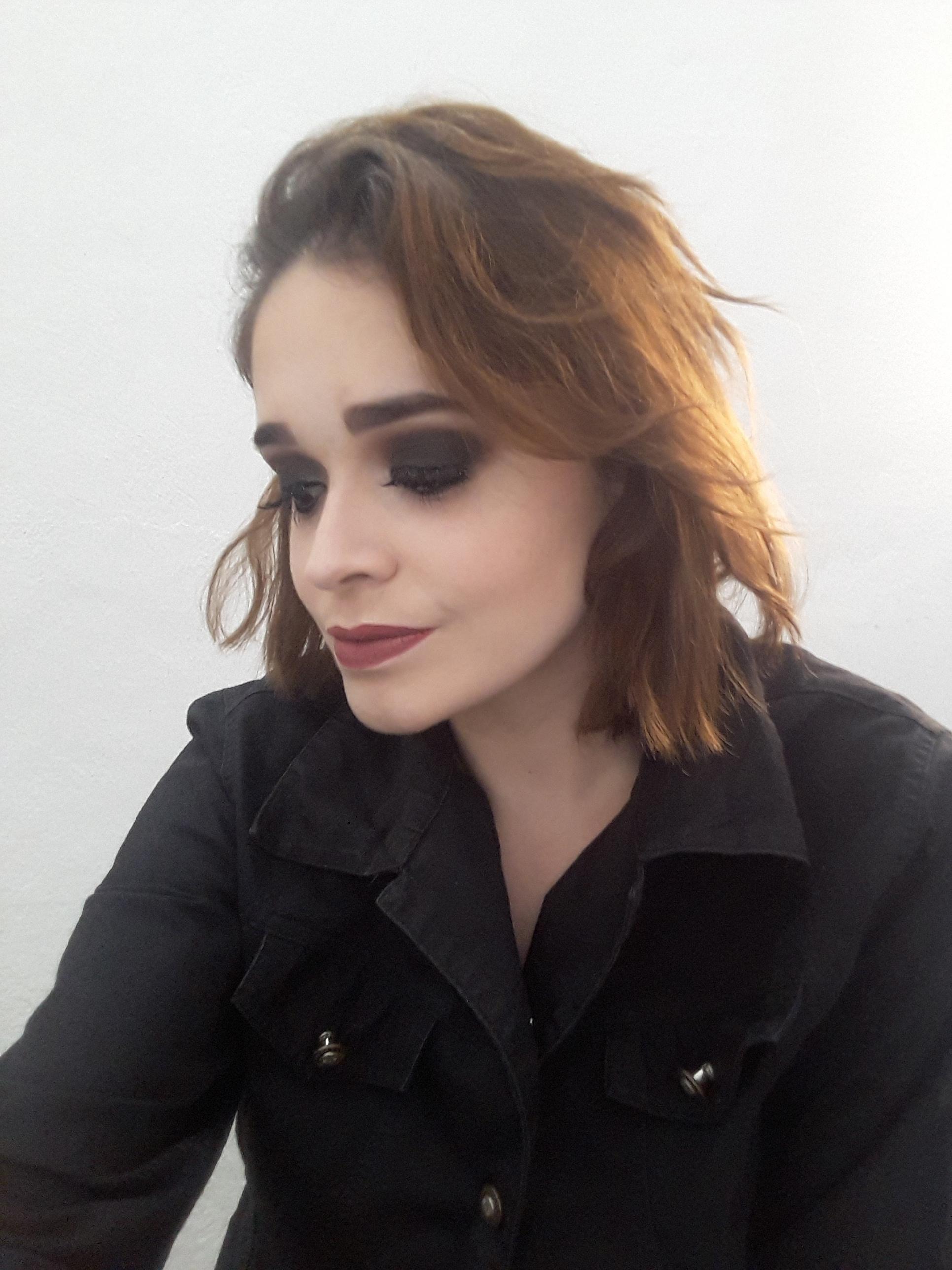 maquiagem designer de sobrancelhas maquiador(a) recepcionista