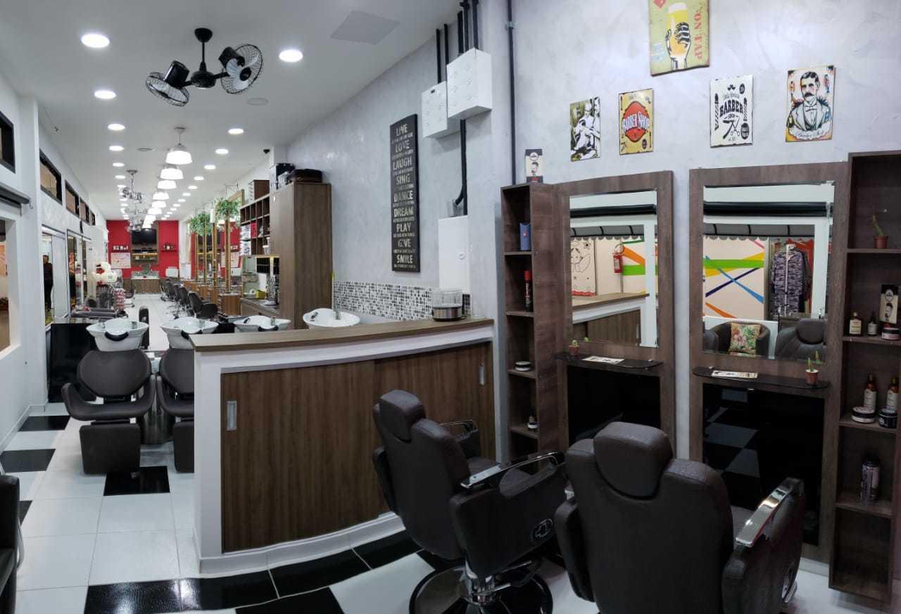 Salão de 19 anos situado ao lado do Sesc Vila Mariana com toda a infraestrutura. Possuímos todos os serviços de cabelos, penteados, maquiagem, unhas, estética e tattoos. Trabalhamos todos os dia inclusive aos domingos das 10:00 as 20:00 horas.   cabelo