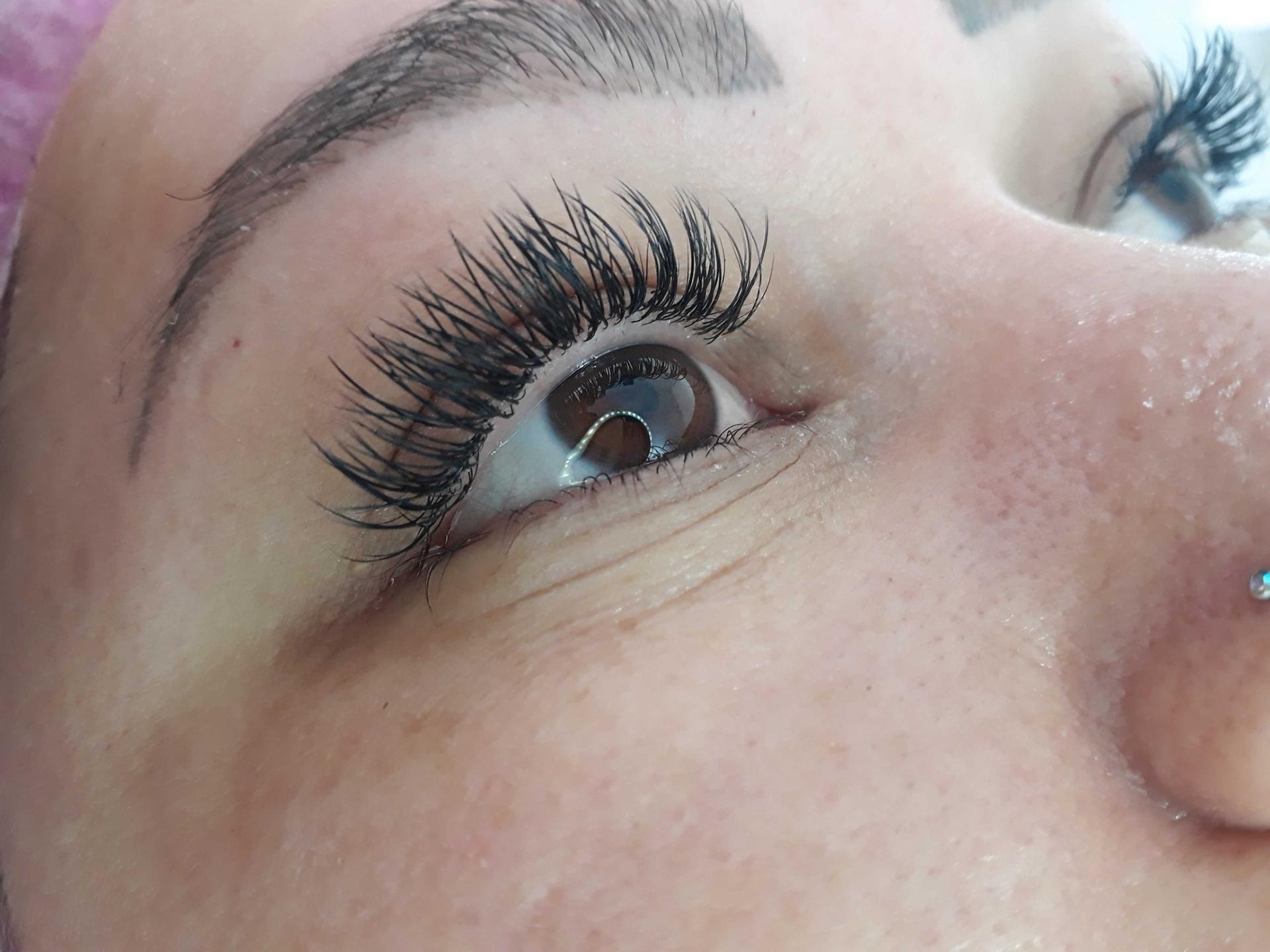 Extensão de cílios, técnica clássica  maquiagem micropigmentador(a) designer de sobrancelhas maquiador(a)