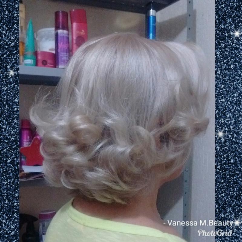 Matização e escova cabelo auxiliar cabeleireiro(a) designer de sobrancelhas