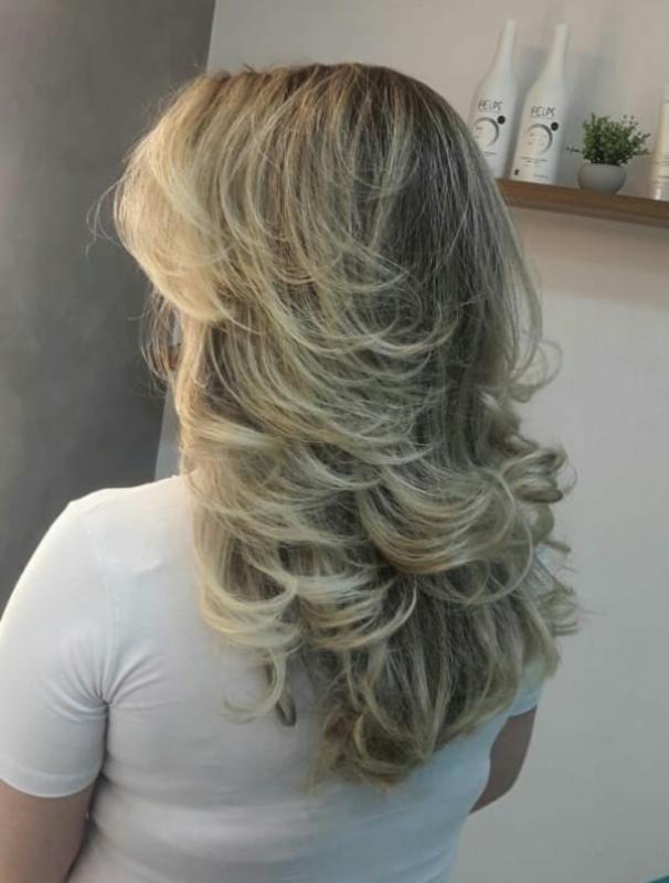 Corte repicado em camadas ou desconectado,  mechas  cabelo cabeleireiro(a) maquiador(a) depilador(a) gerente consultor(a)
