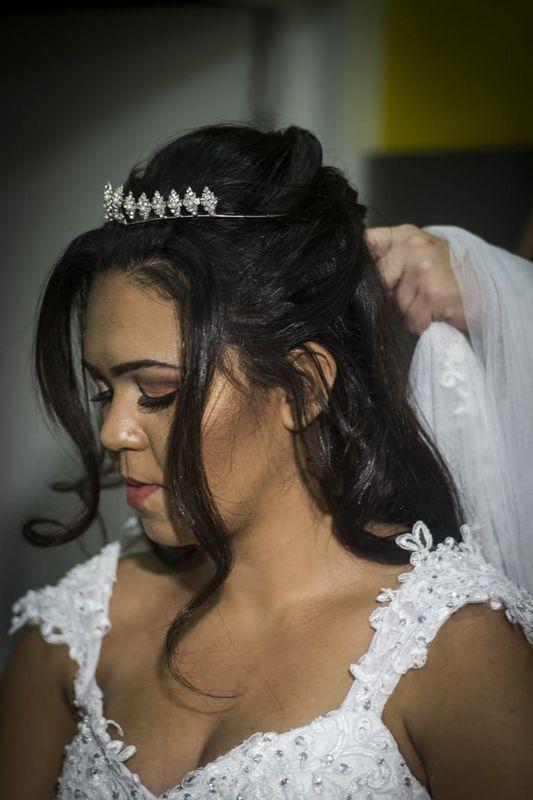 Penteado e maquiagem noiva. cabelo cabeleireiro(a) maquiador(a) escovista designer de sobrancelhas depilador(a)