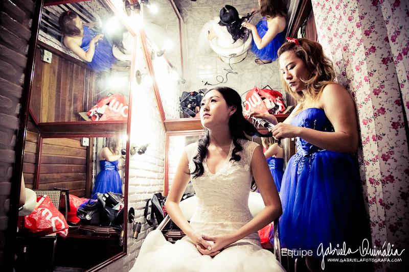 Preparando a noiva no grande dia  #make #makeoriental #hairstyle #haircut #hair #makeuplifestyle #makestyle #make_up #belezaasiatica #belezanatural  #bride #hair #penteados #tendência #koreanstyle #kbeauty #kcosmetic #kcosmetics #makeoriental #coreana #beleza #kpop #novidade #tendência #rotinacoreana #cuidadooriental #culturacoreana #empoderamento #feminina #thebest  #newlook cabelo cabeleireiro(a) maquiador(a)