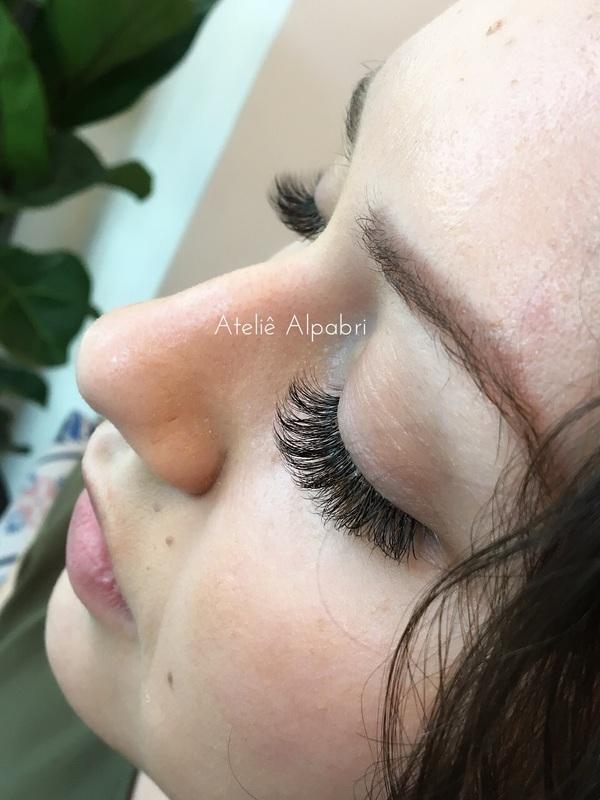 Extensão de Cílios  outros maquiador(a) esteticista designer de sobrancelhas