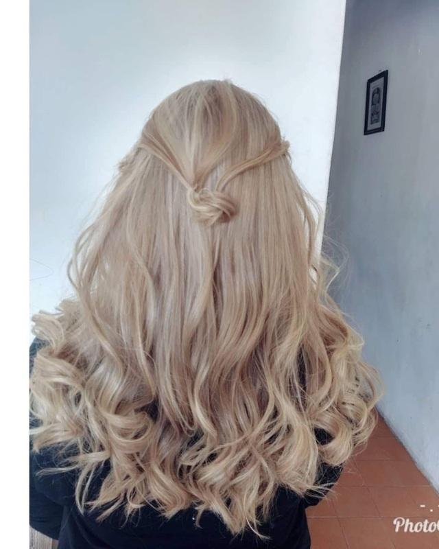 Mudança de cor...cabelos está bem laranja e cabelos feito na babylight...loiranude cabelo cabeleireiro(a)