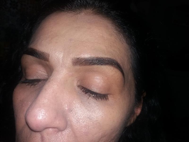 Designer e aplicação de henna. outros designer de sobrancelhas assistente maquiador(a) auxiliar cabeleireiro(a) depilador(a)